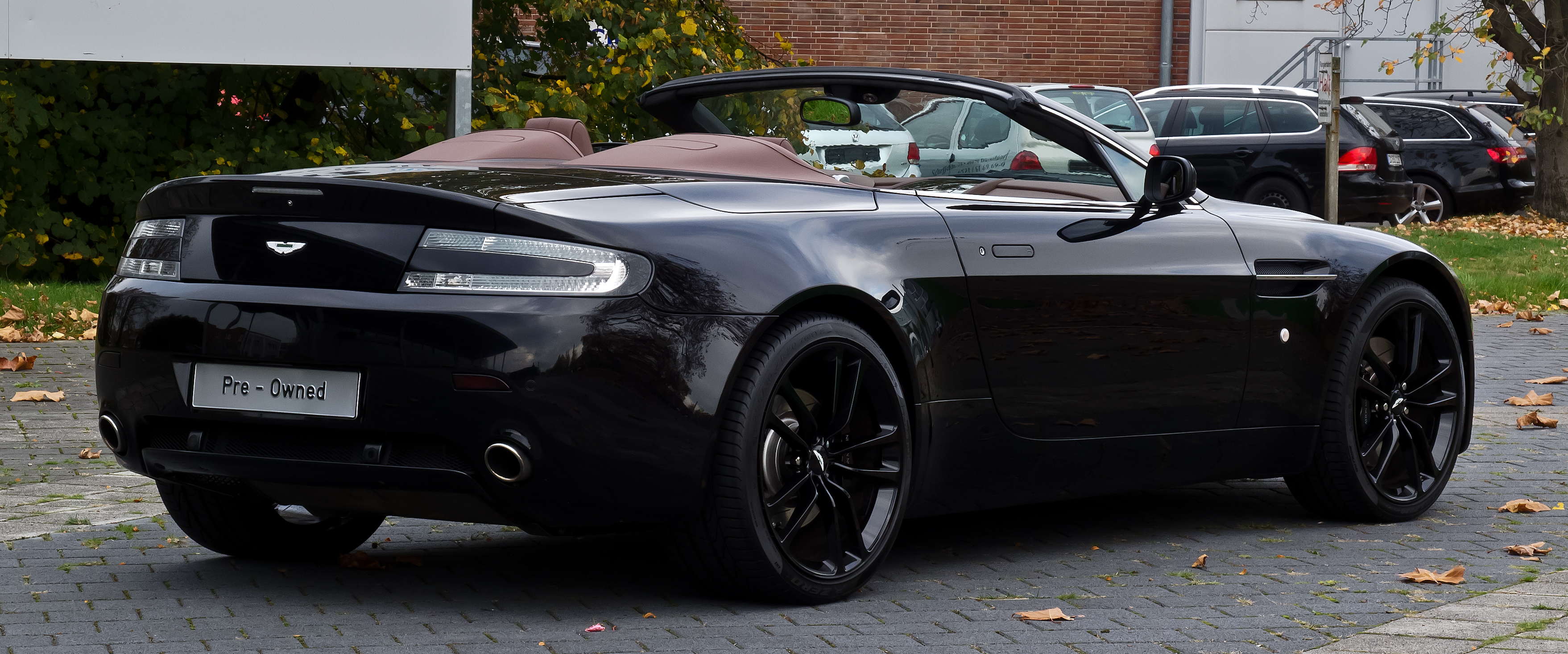Fileaston Martin V8 Vantage Roadster Facelift Heckansicht 1