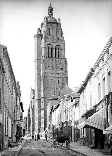 Clocher de l'église Notre-Dame de Bressuire. Photographie de Séraphin-Médéric Mieusement.