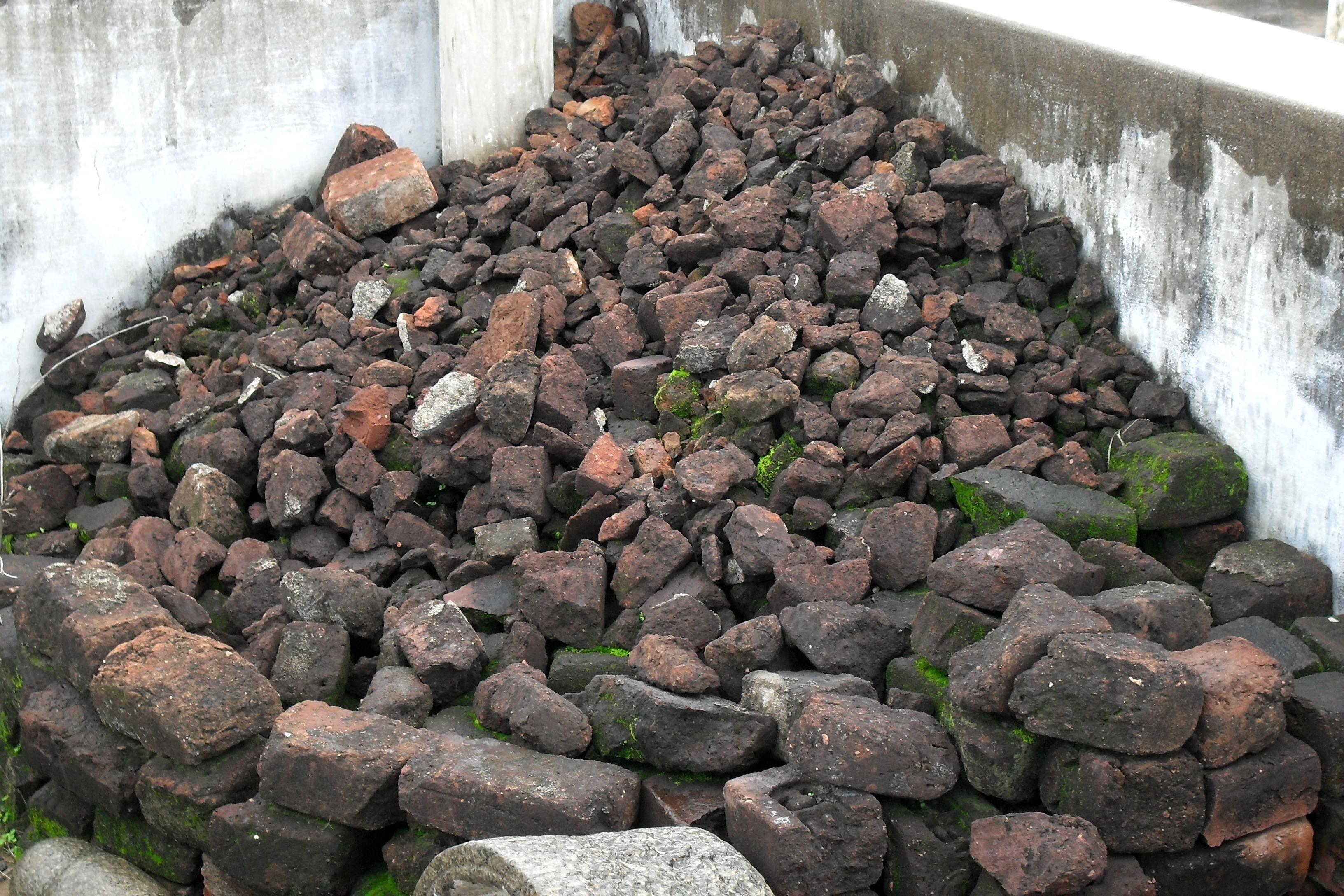 File bricks soil mutti tamilnadu 151 jpg wikimedia commons for Uses of soil in english