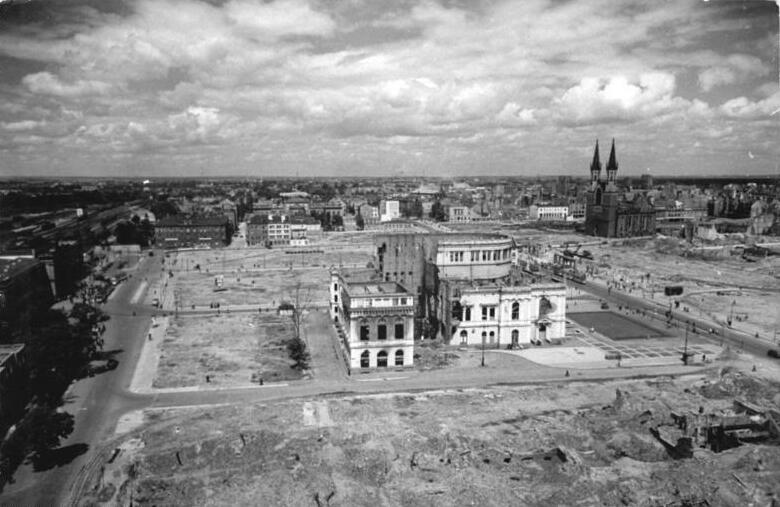 Bundesarchiv Bild 183-08718-0004, Magdeburg, Ruine Stadttheater.jpg