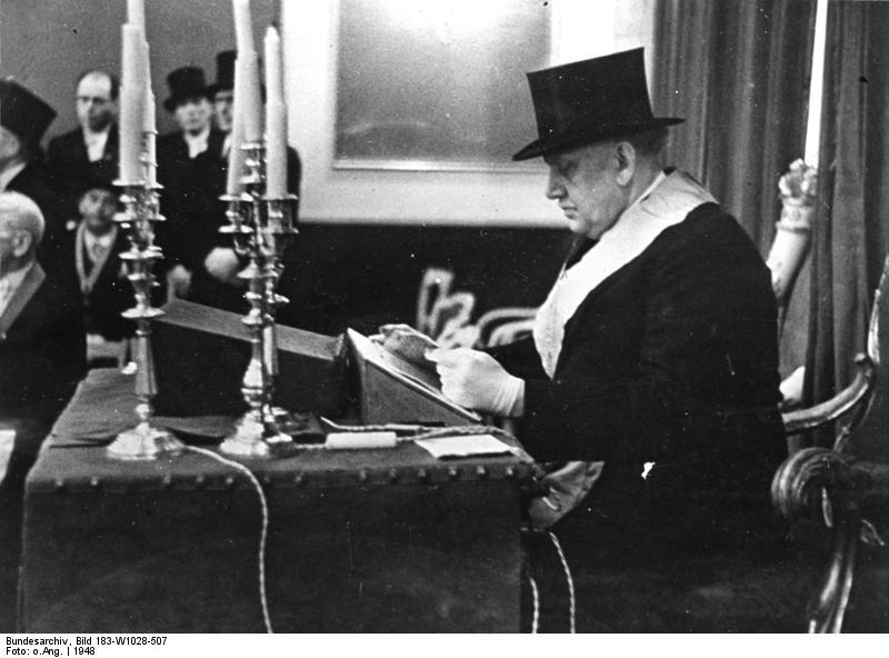 Bundesarchiv Bild 183-W1028-507, Erlangen, Freimaurer bei Zeremonie.jpg