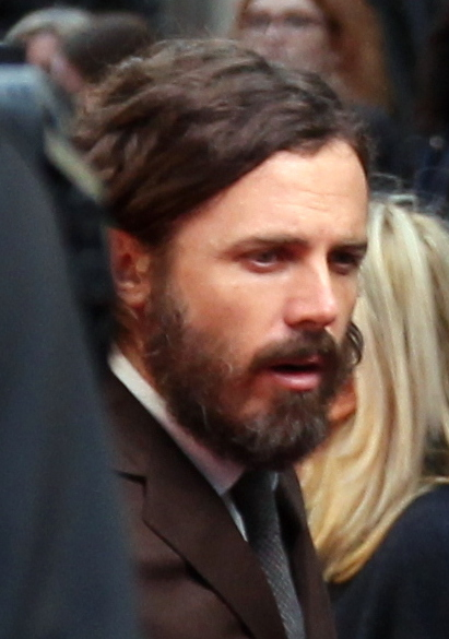 File:Casey Affleck on the Manchester by the Sea red carpet (30114779561)  (cropped).jpg - Wikimedia Commons
