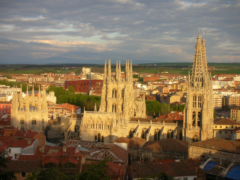 File:Catedral de Burgos-Parador.JPG - Wikimedia Commons