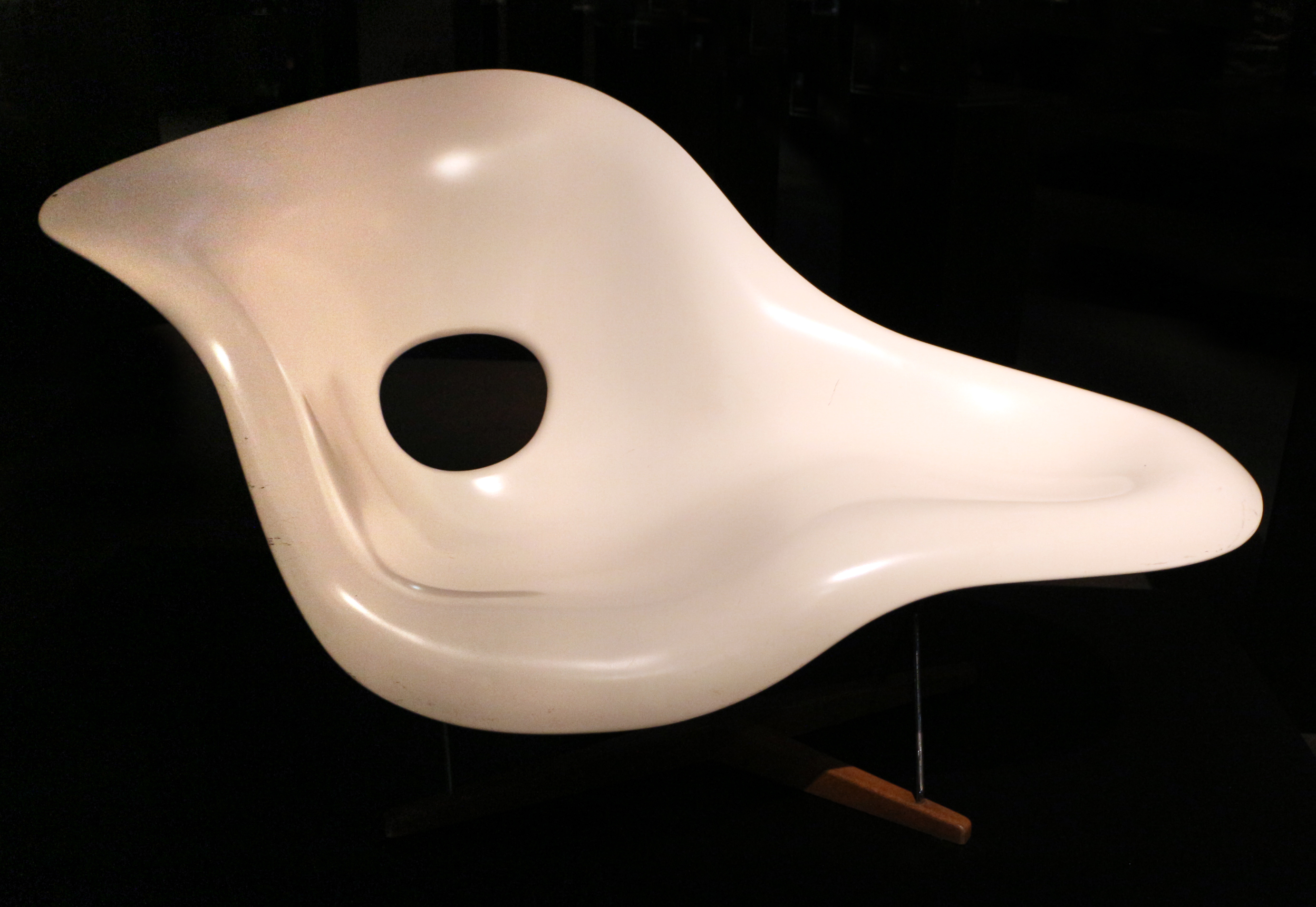 chaiselongue wikipedia File:Charles e ray eamer, chaise longue la chiase, 1948 (col. lorenza  branzi).jpg