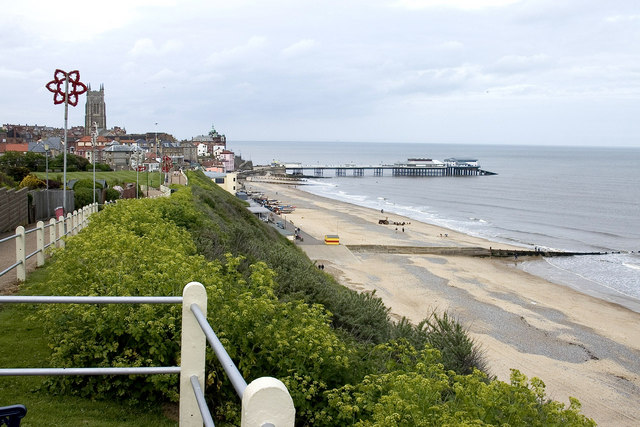 Cromer Pier and Seafront - geograph.org.uk - 507384