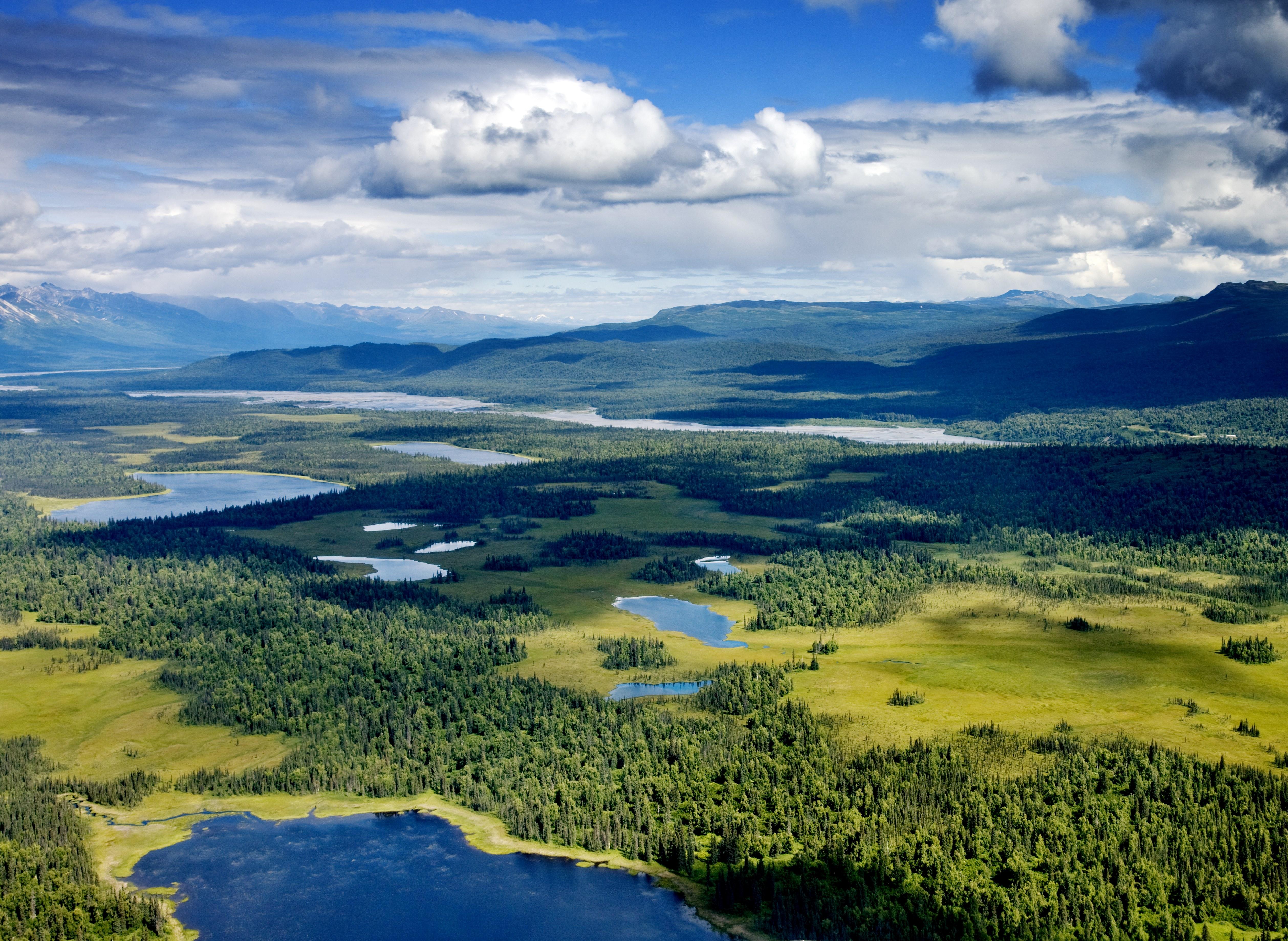 Willow Lake and Mount Wrangell, Wrangell Saint Elias National Park, Alaska скачать