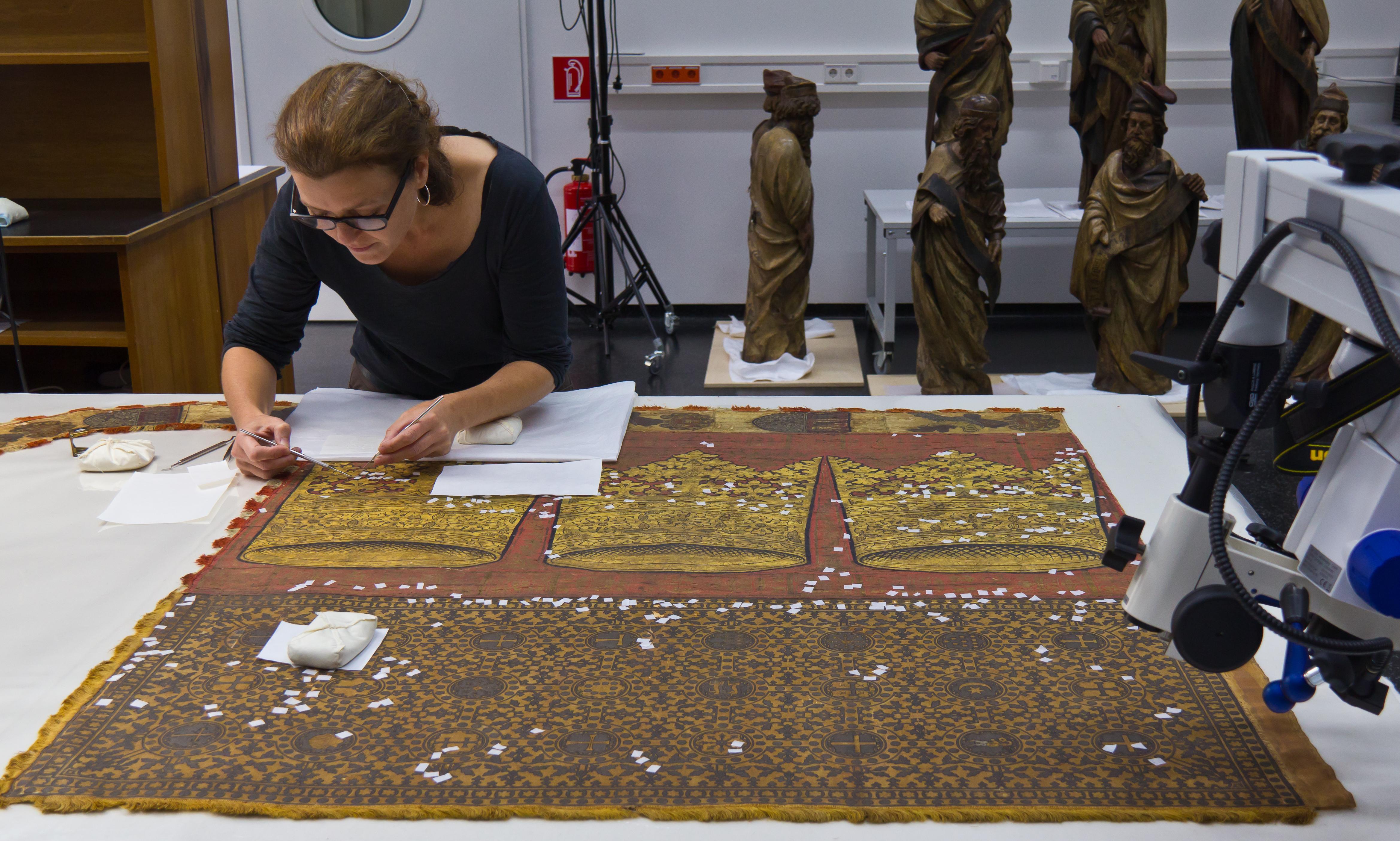 Restaurierung Köln file dreikronenbanner kölner stadtbanner restaurierung 2808 jpg