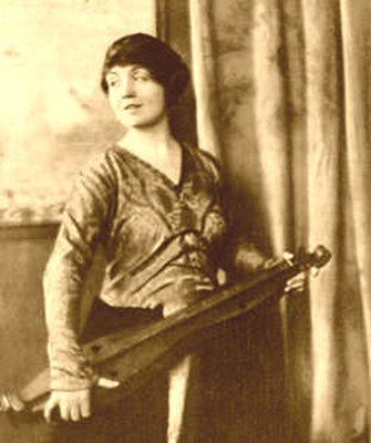 File:Dulcimer1917vogue.jpg