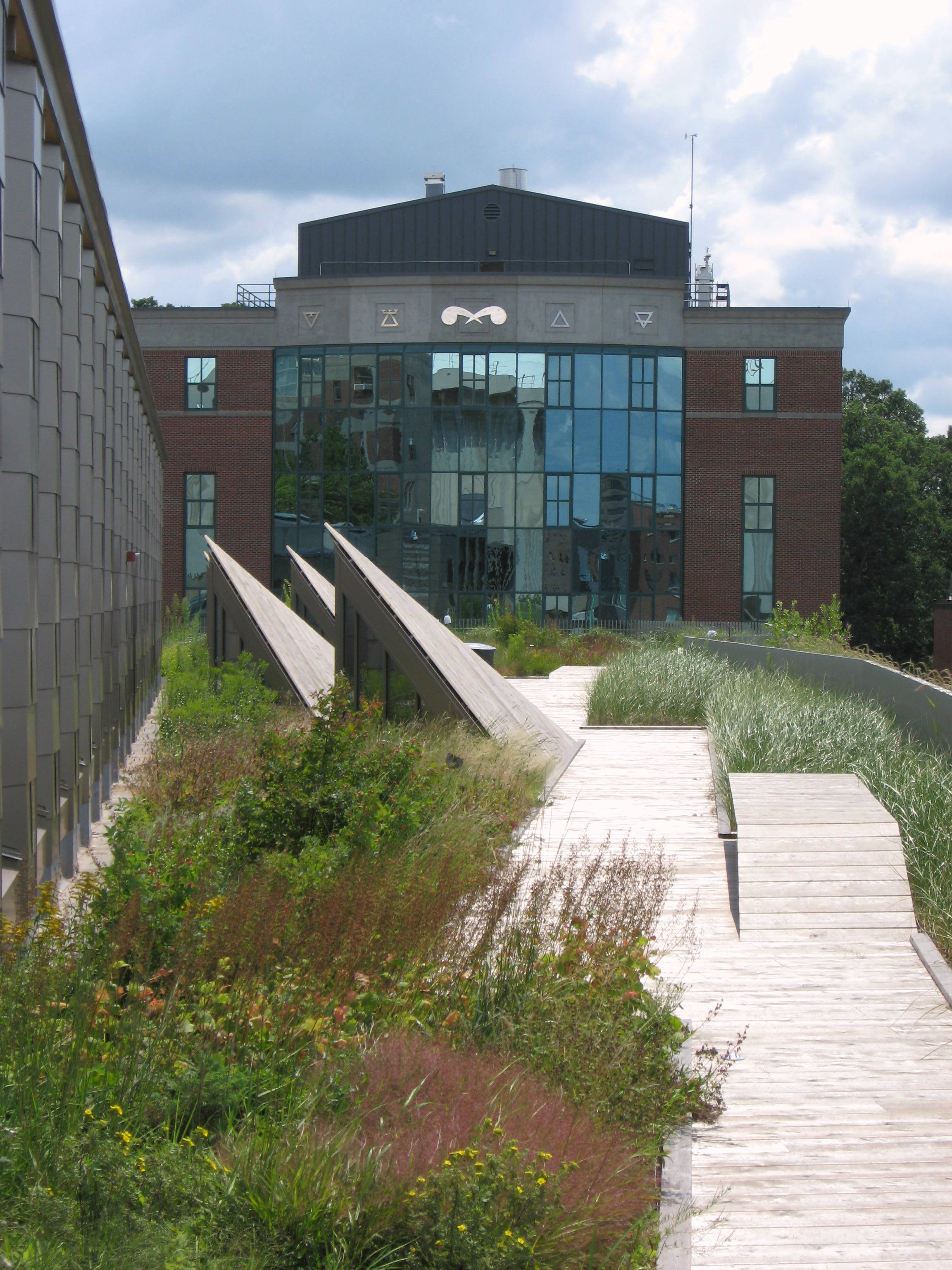 File:ESF Gateway Green Roof 2014