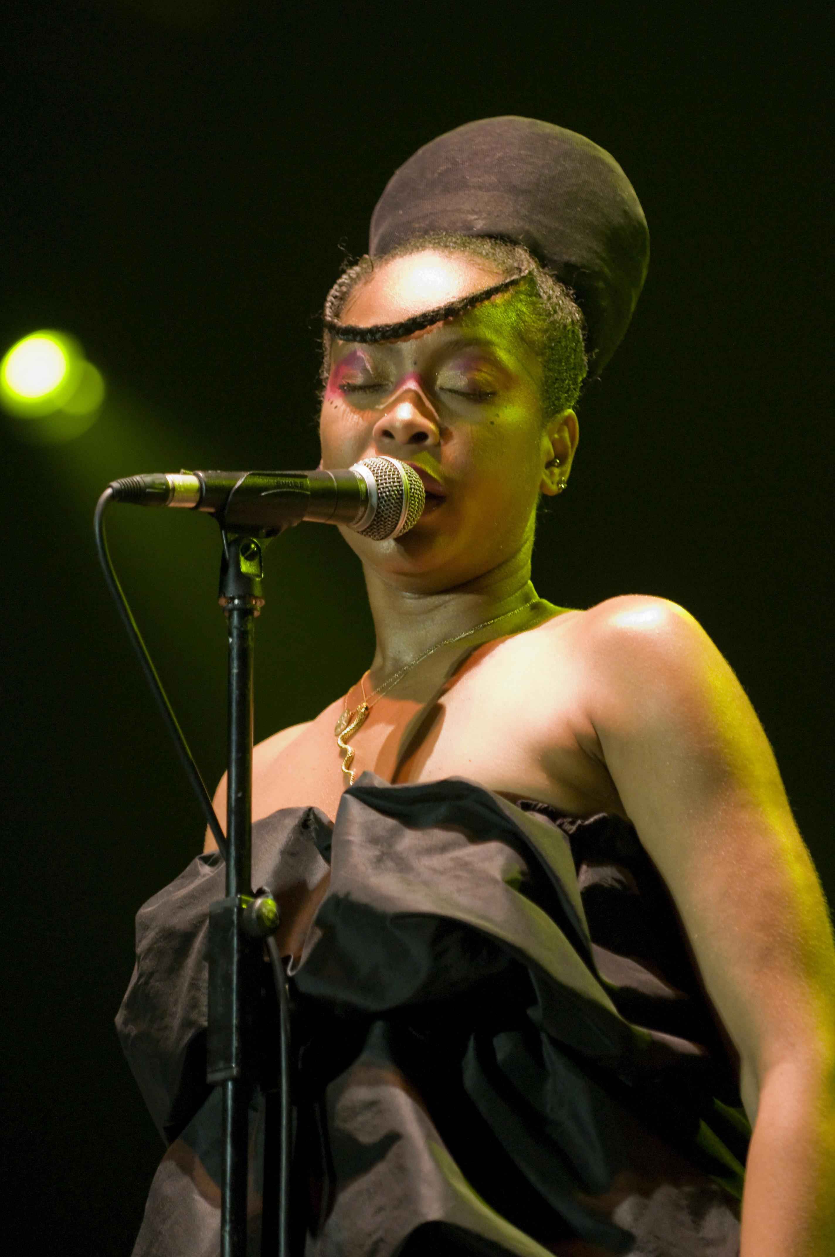 Erykah Badu - On & On (Dance Mix)