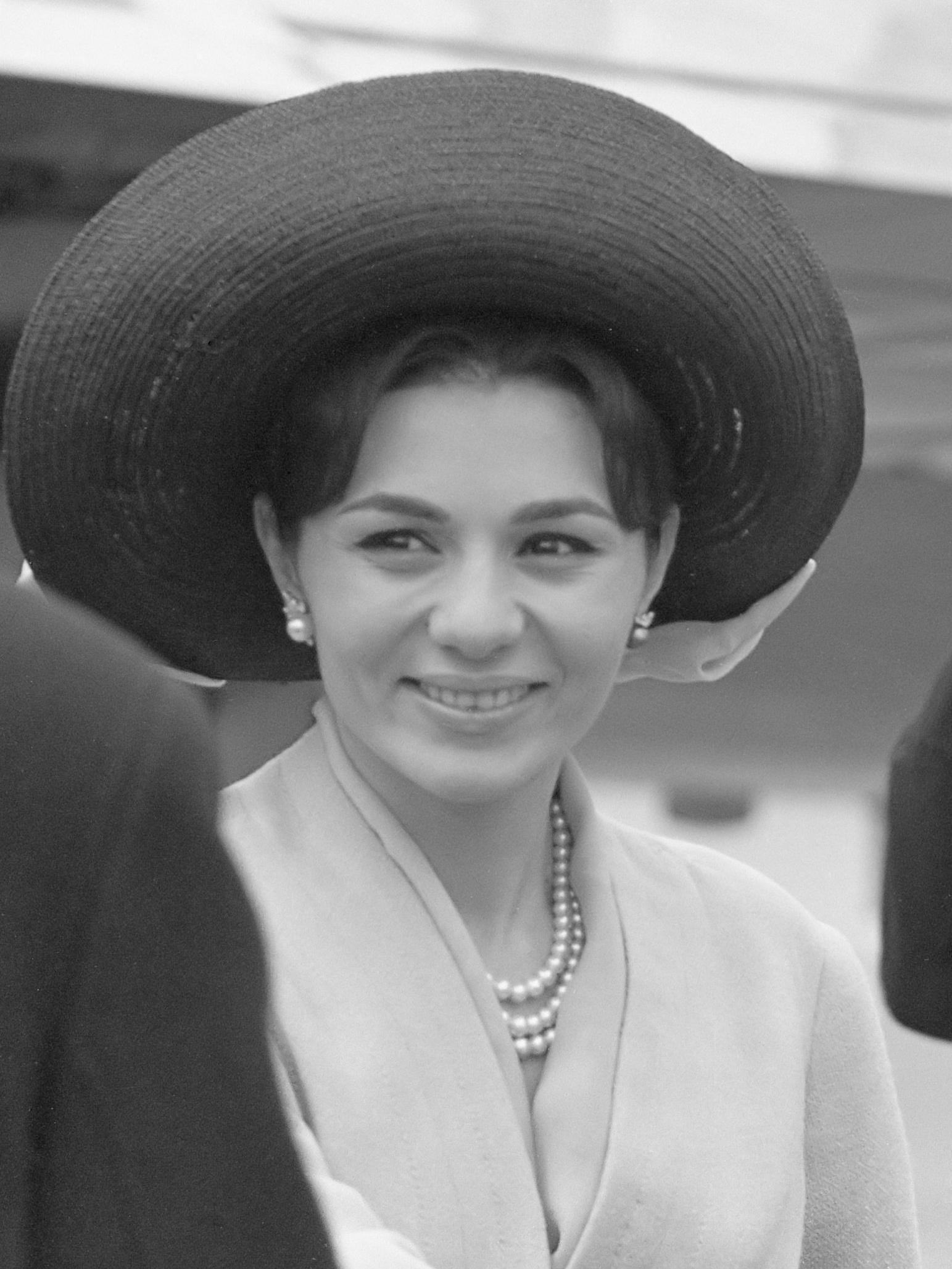 File:Farah Diba (1962).jpg - Wikimedia Commons