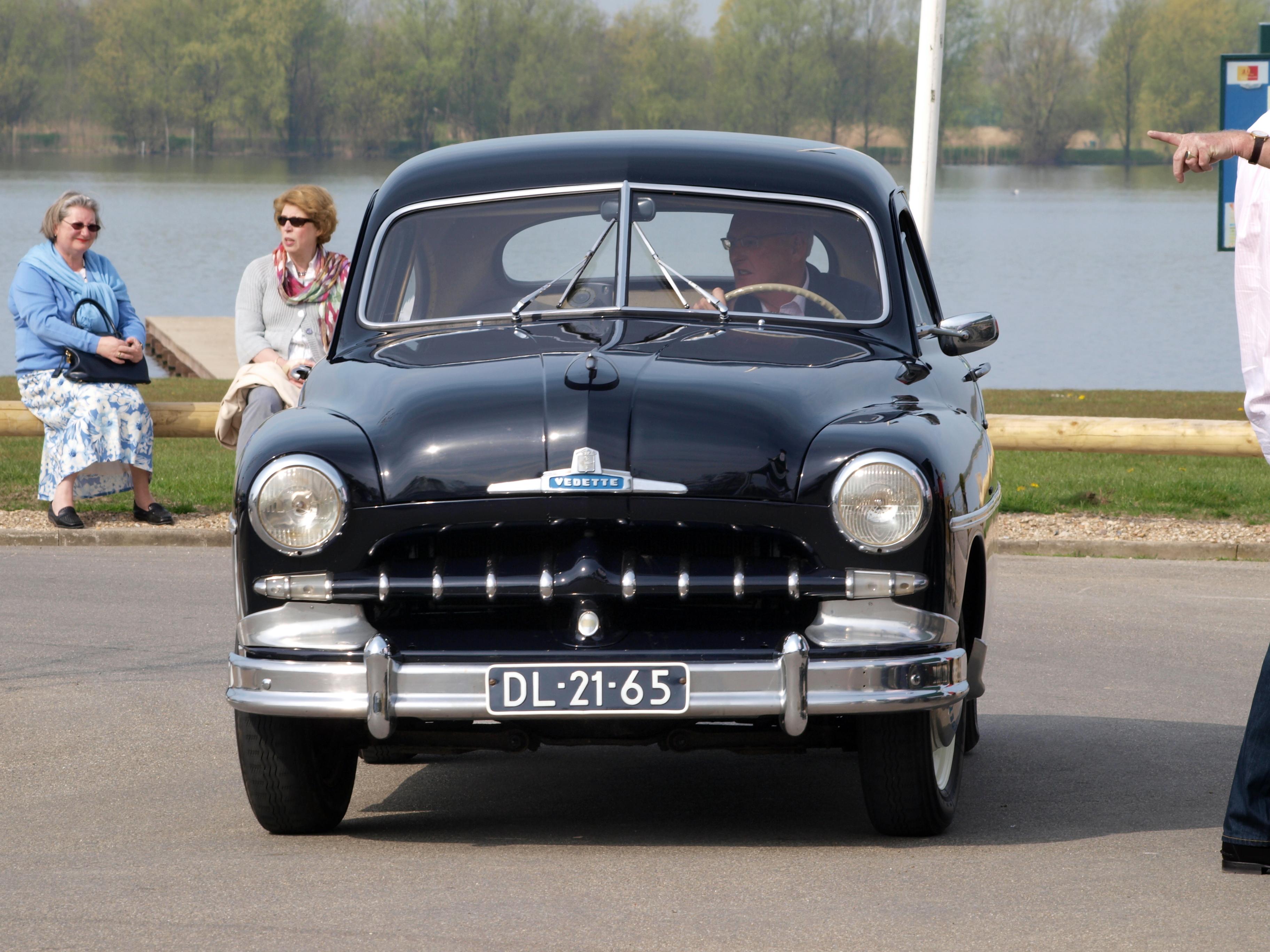 File:Ford V8 Vedette (1952) , Dutch licence registration DL-21-65 pic4 ...