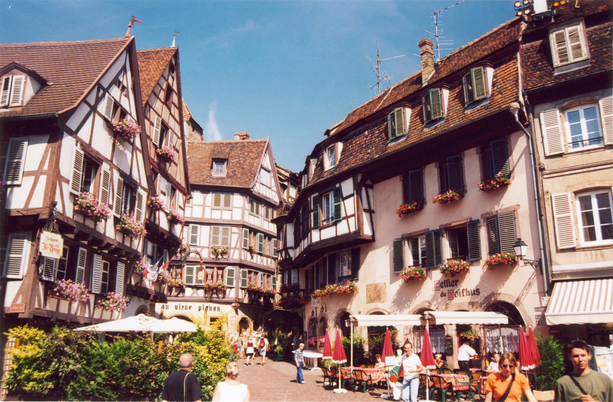 File france haut rhin colmar wikimedia commons for Blue piscine colmar