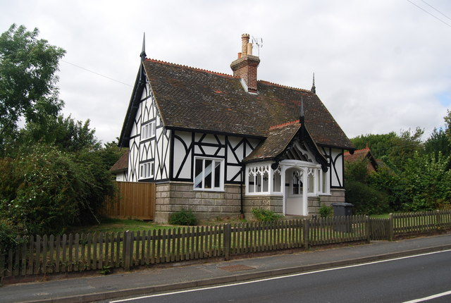 File Half Timbered And Half Stone Cottage Eridge Green