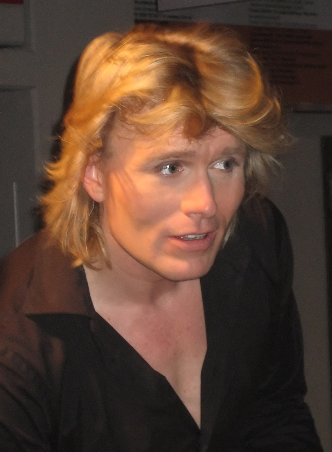 The 49-year old son of father (?) and mother(?) Hans Klok in 2018 photo. Hans Klok earned a  million dollar salary - leaving the net worth at 10 million in 2018