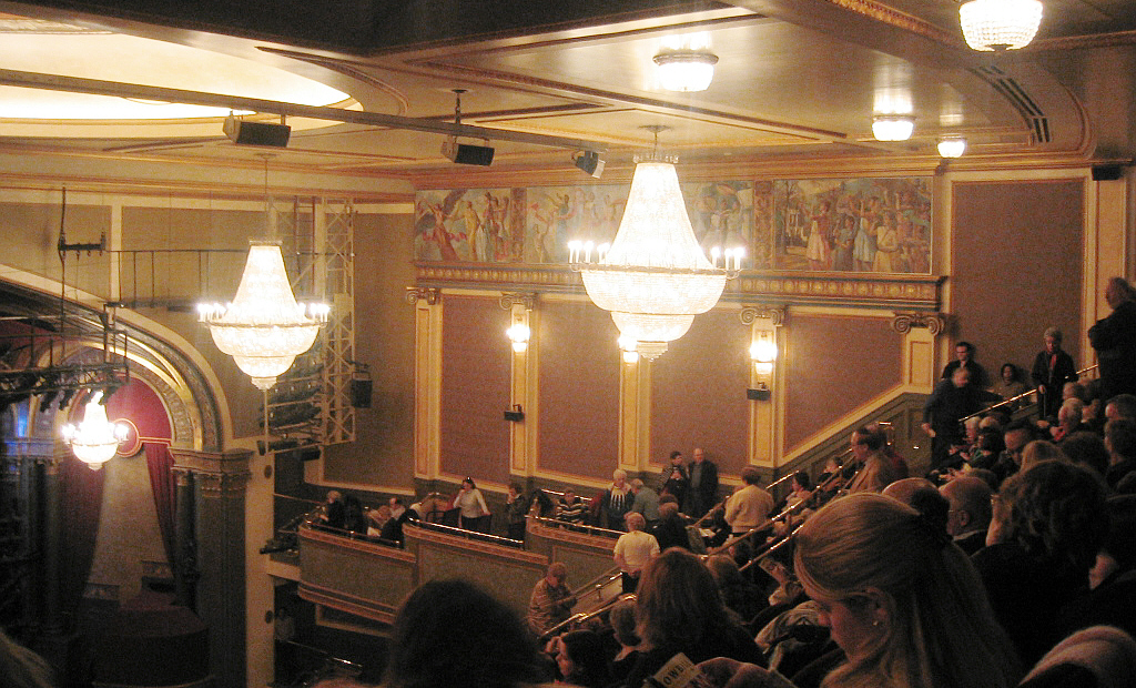 File hilton theatre ford center wikimedia for New york balcony view