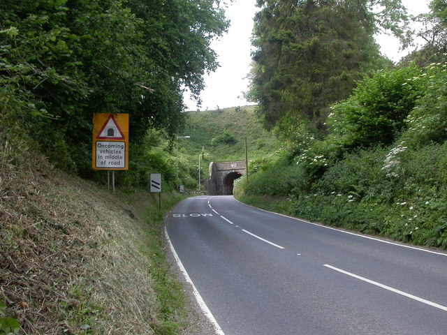 File:Horn Hill Tunnel, Southern portal - geograph.org.uk - 1369705.jpg
