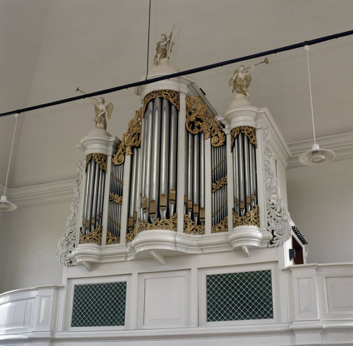 https://upload.wikimedia.org/wikipedia/commons/1/11/Interieur%2C_aanzicht_orgel_-_Gasselternijveen_-_20370573_-_RCE.jpg