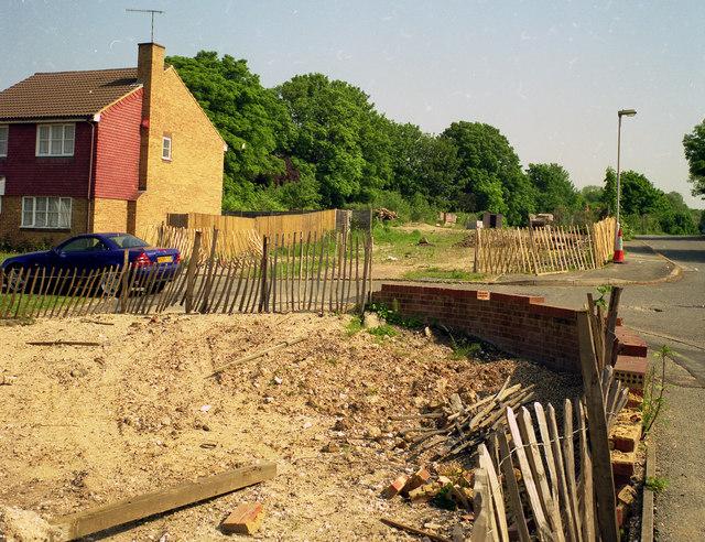 File:Larcombe Close, Croydon - geograph.org.uk - 1625042.jpg