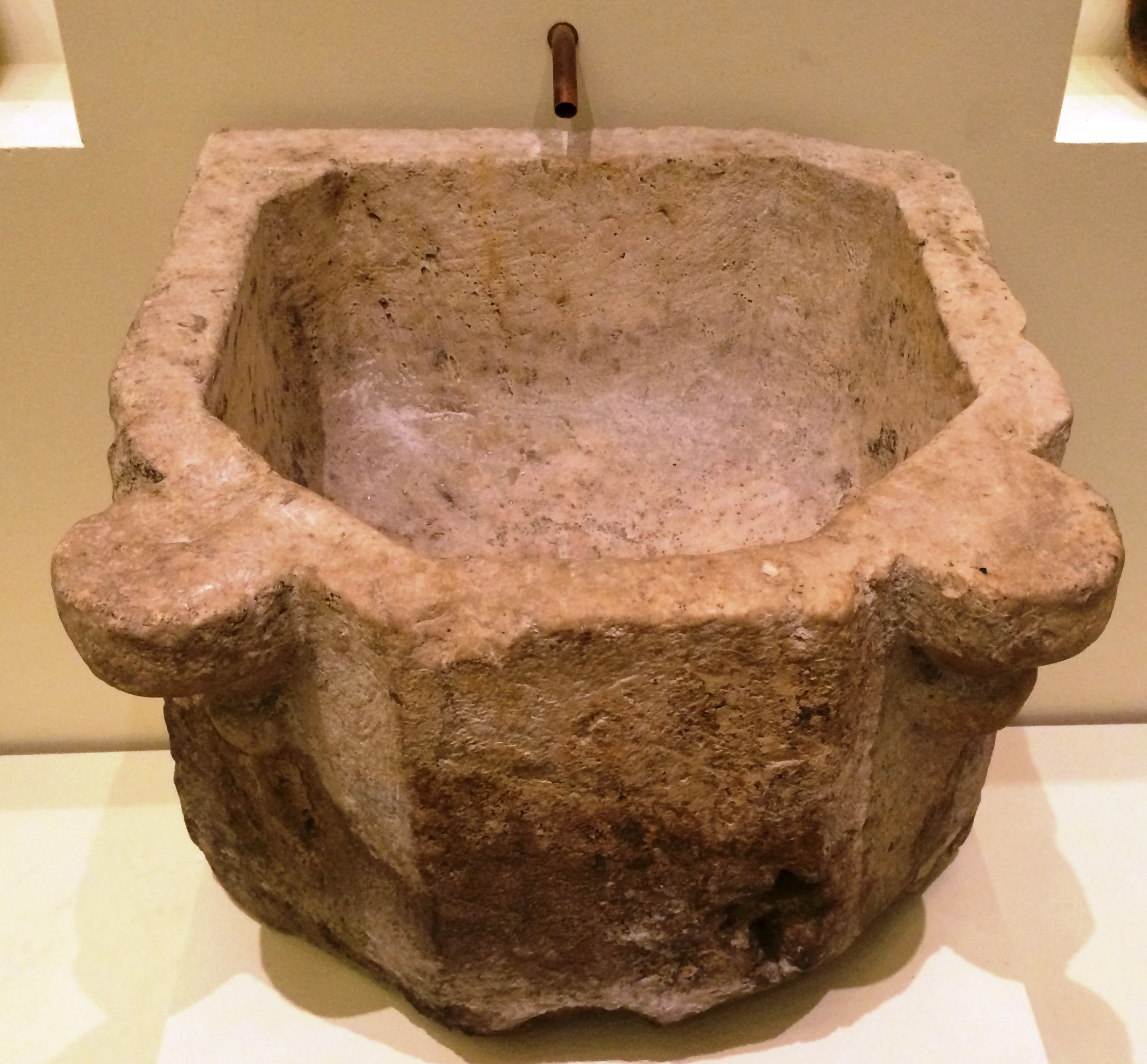 File:Limestone basin c 1600 Rudas Baths IMG 0653.JPG - Wikimedia Commons