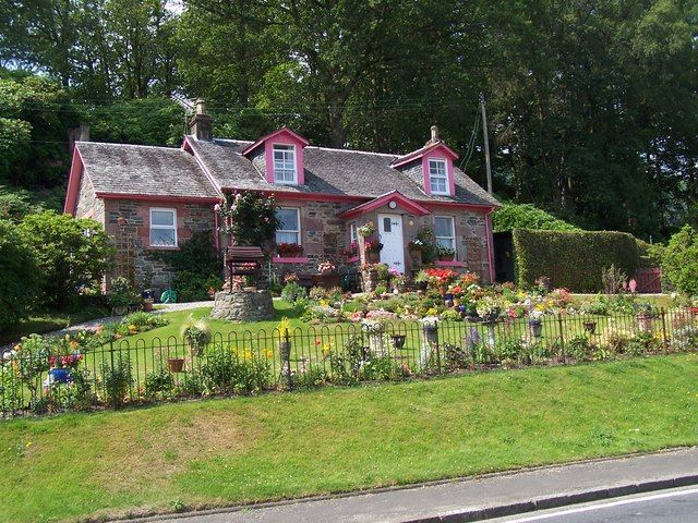 File Luss Rowanbank Cottage At Aldochlay Geograph Org