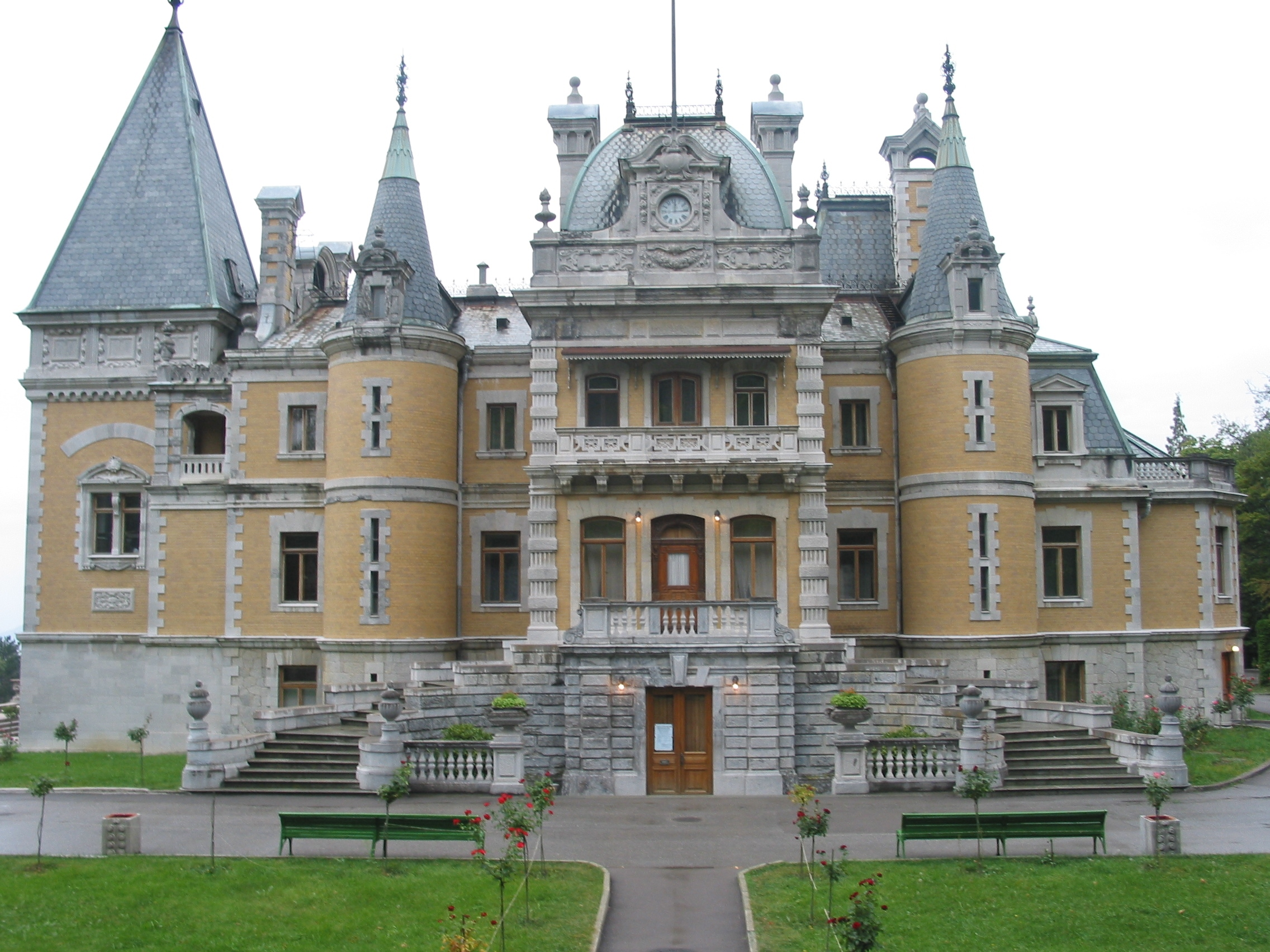File massandra back jpg wikimedia commons for French chateau style