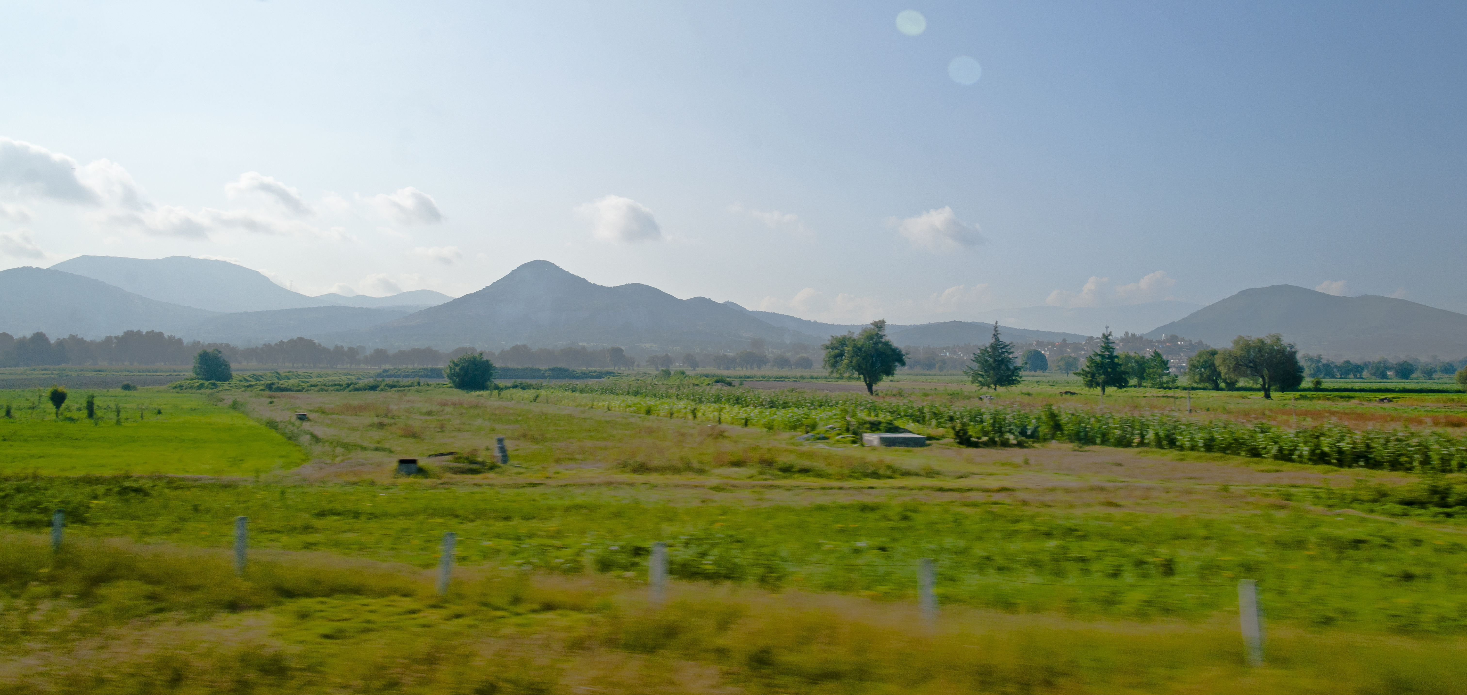 File:Mexican landscape from bus north of Mexico City.jpg ...