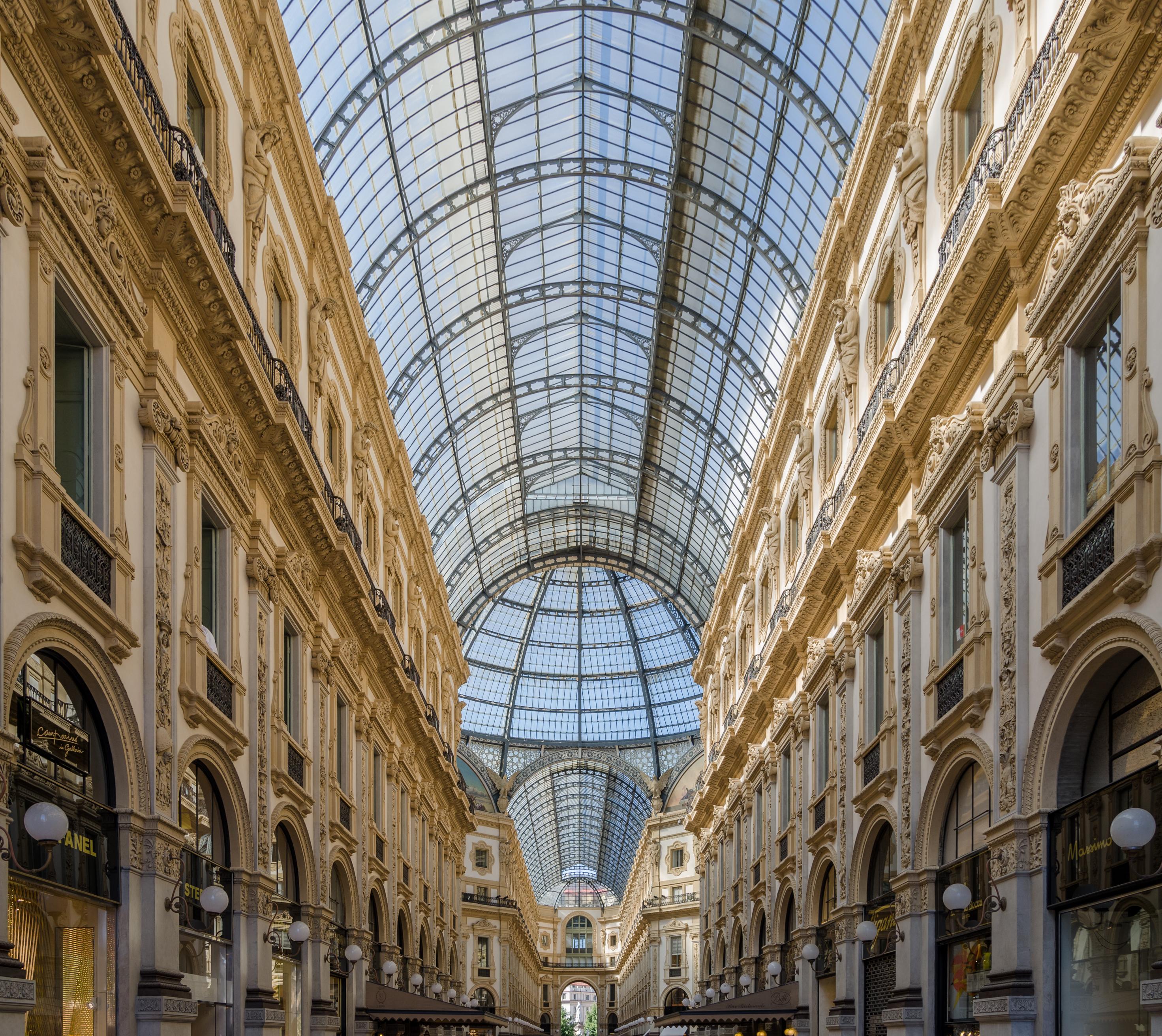 Milano, Galleria Vittorio Emanuele II, 2016-06 CN-02.jpg