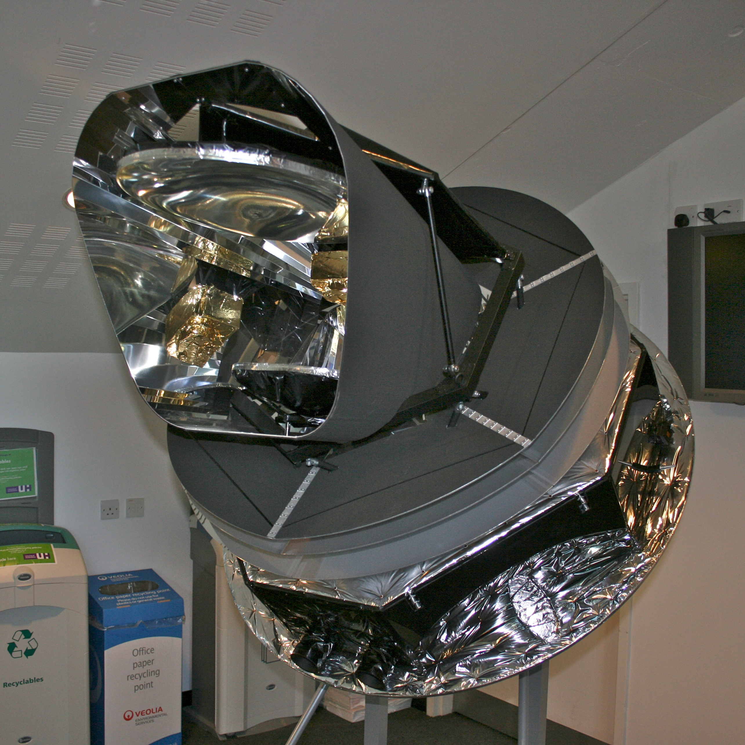 Model_of_the_Planck_Satellite.jpg