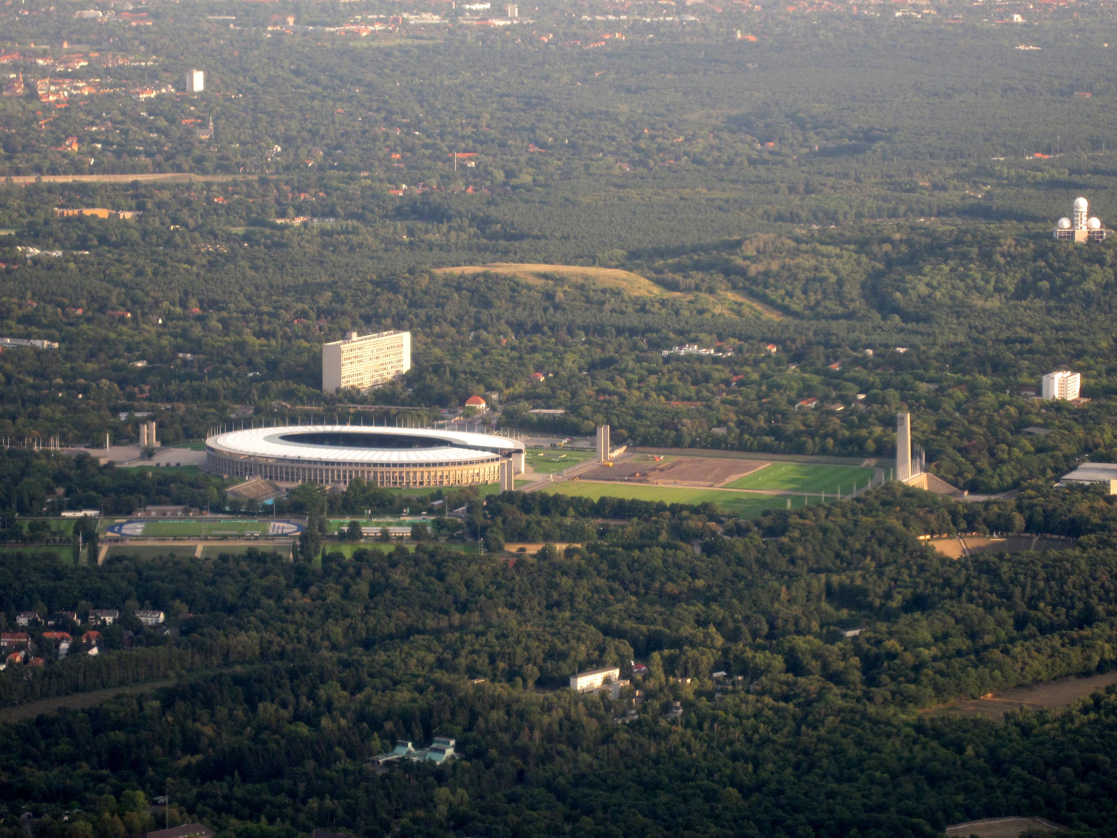 File Olympiastadion Berlin Luftbild Jpg Wikimedia Commons