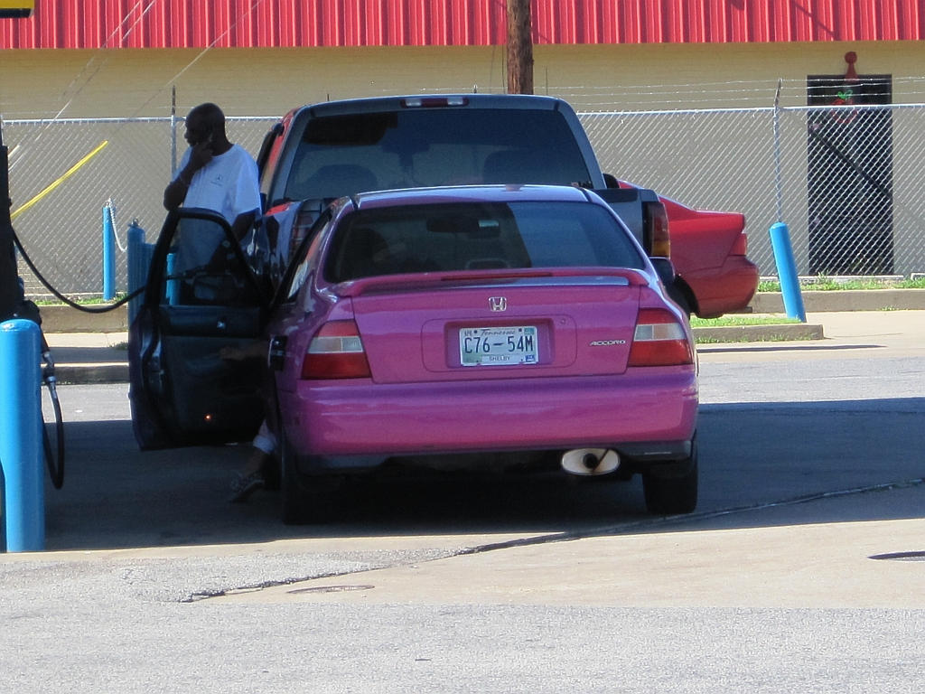 File:Pink car Memphis TN 2013-05-25 001.jpg - Wikimedia Commons
