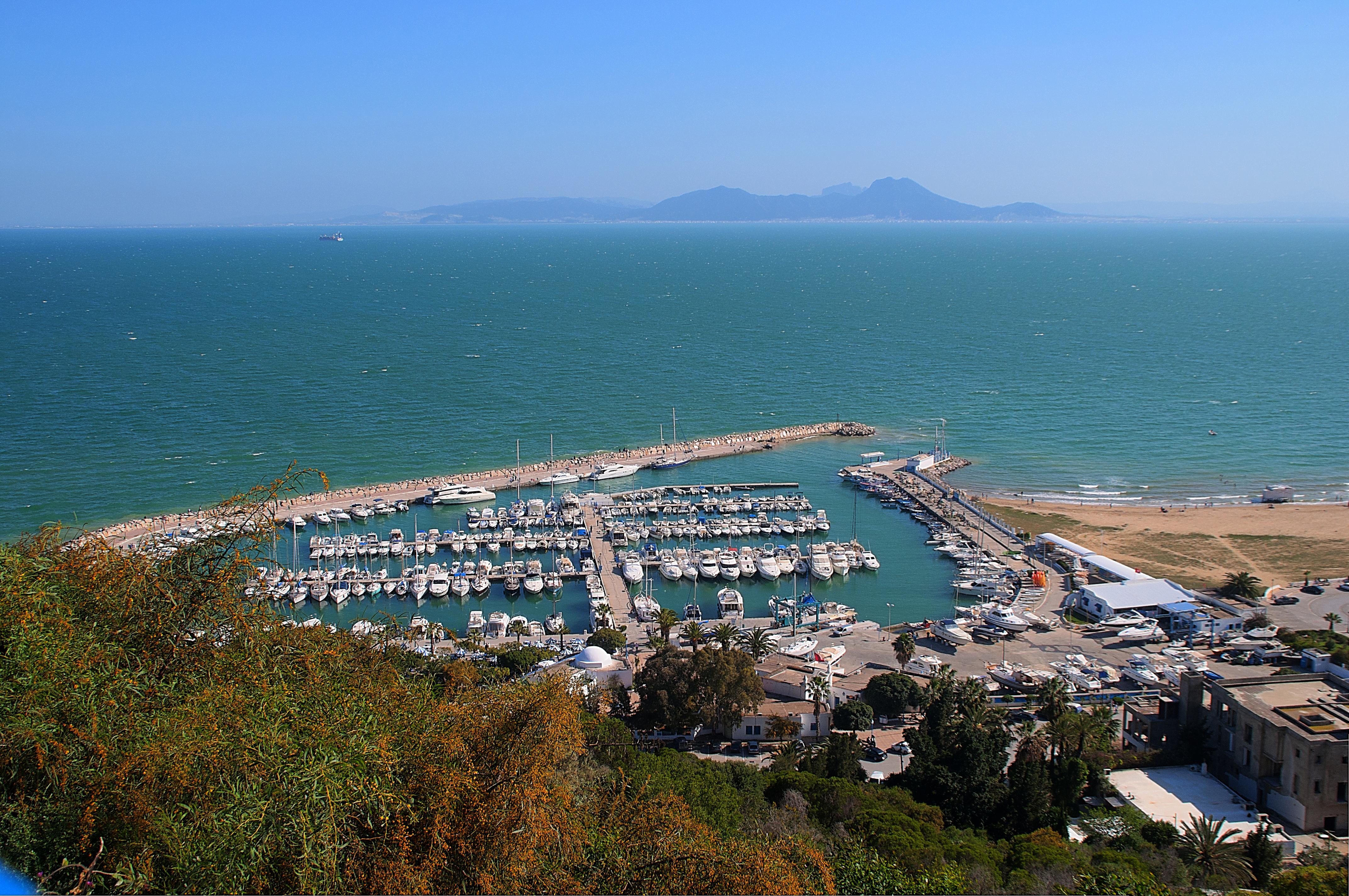 الميناء الترفيهي بسيدي بو سعيد .