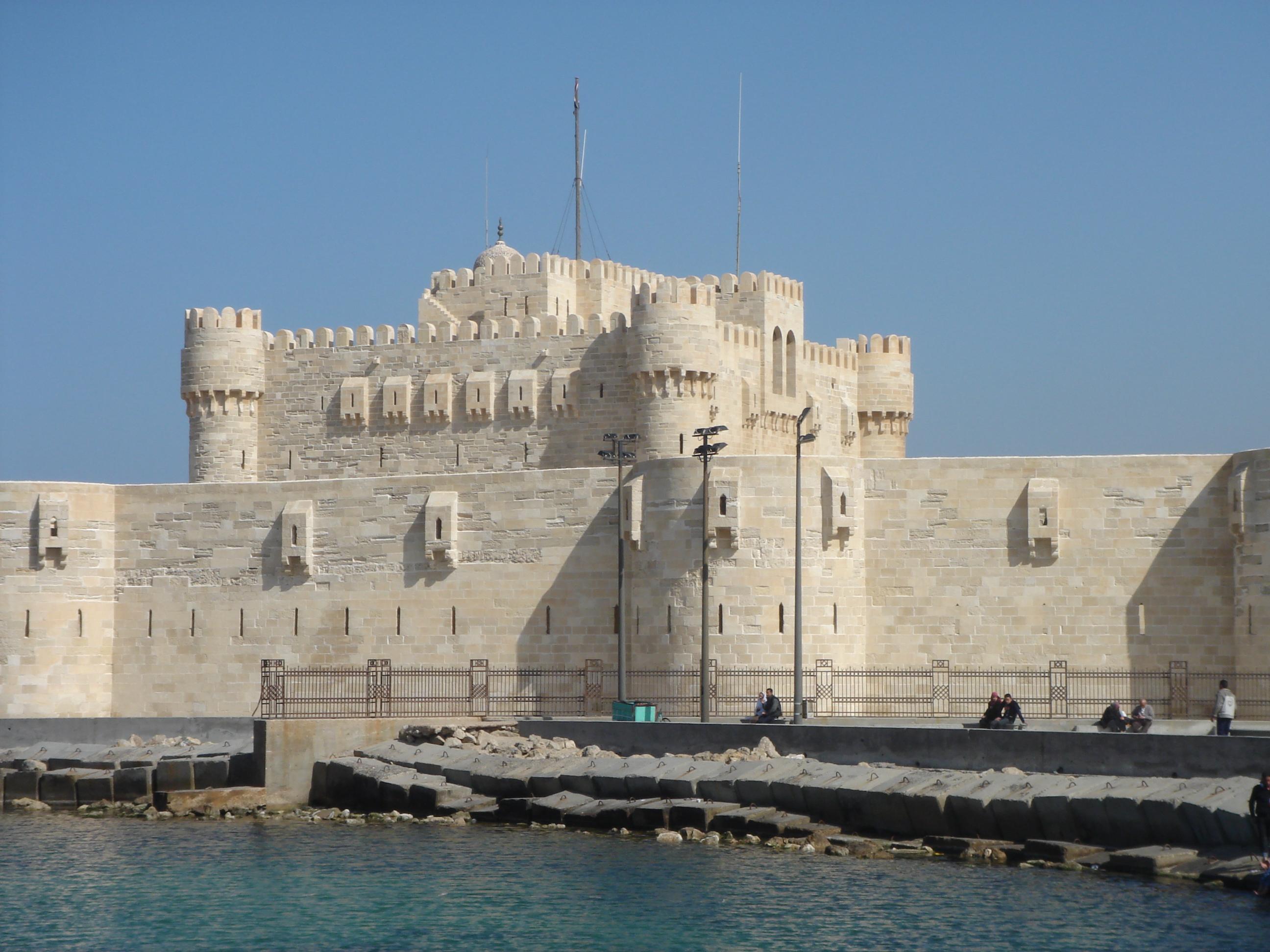 http://upload.wikimedia.org/wikipedia/commons/1/11/Qaitbay%27s_Citadel_2.JPG