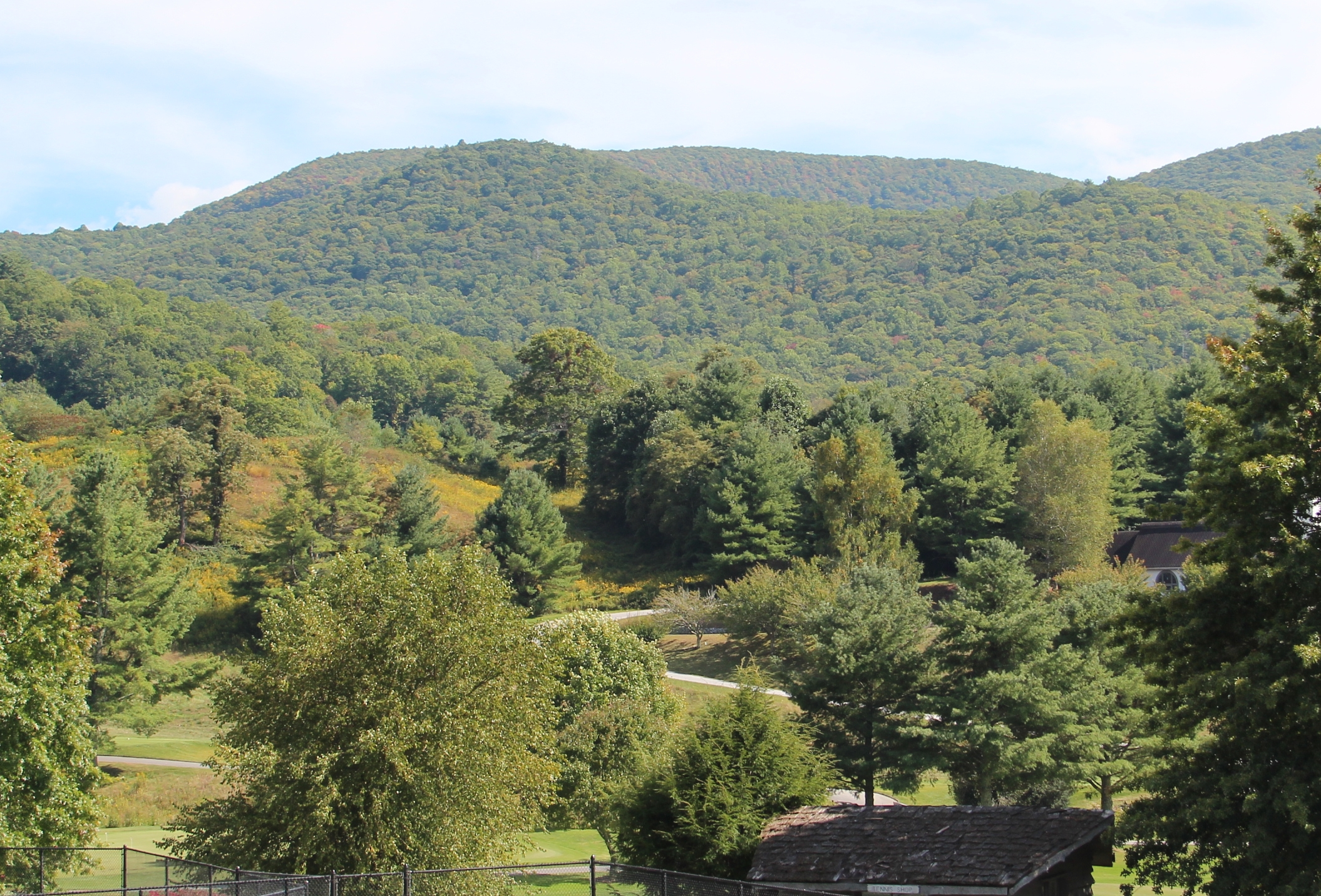 File:Rabun Bald viewed from Sky Valley, Georgia.jpg ...