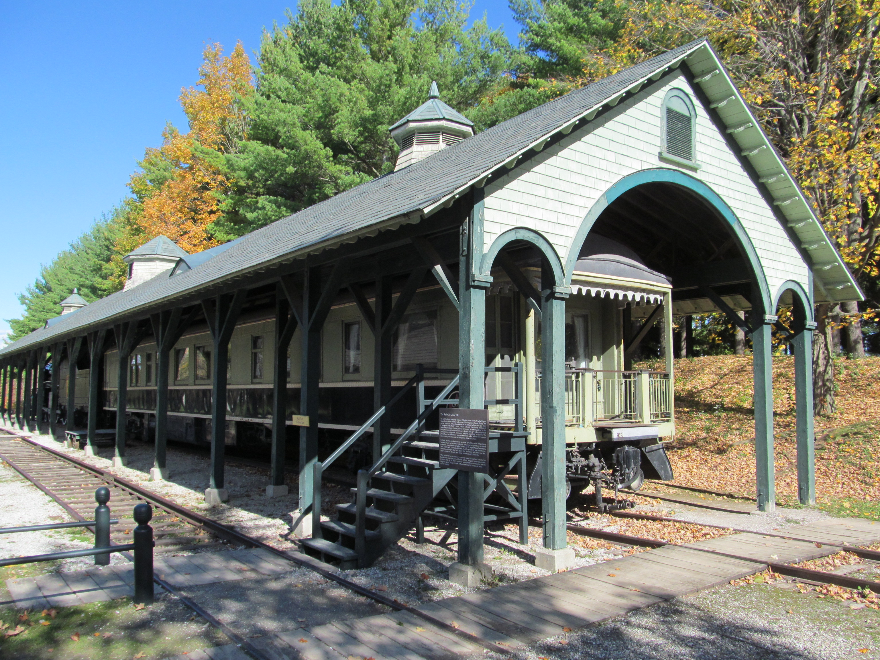 File:Rail Car Grand Isle, Shelburne Museum, Shelburne VT ...