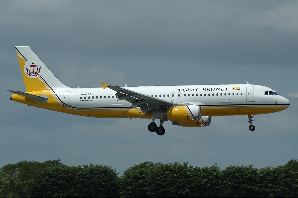 File royal brunei airlines airbus a320 ttt jpg wikipedia the free