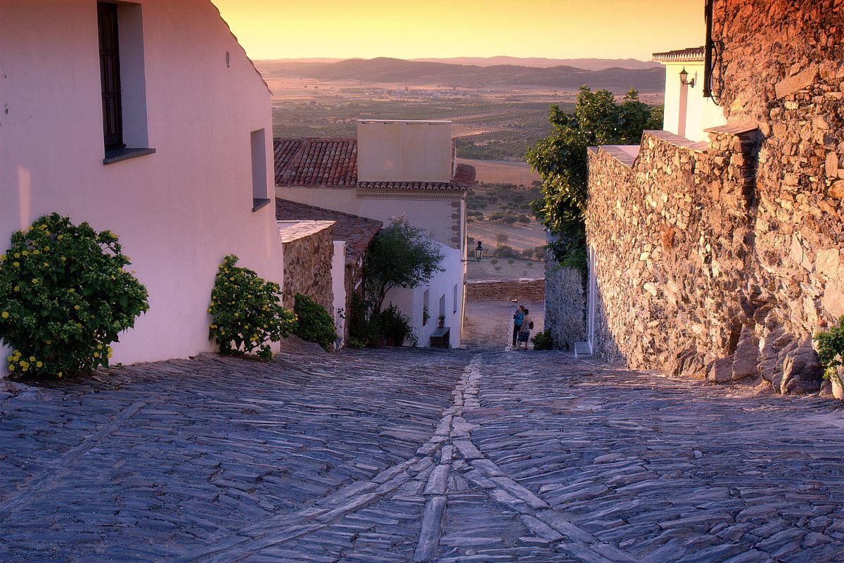 Rua da aldeia - Monsaraz.jpg