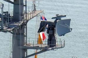 SPS-43 Radar CVN-65-120311-N-VH054-840 (cropped).jpg
