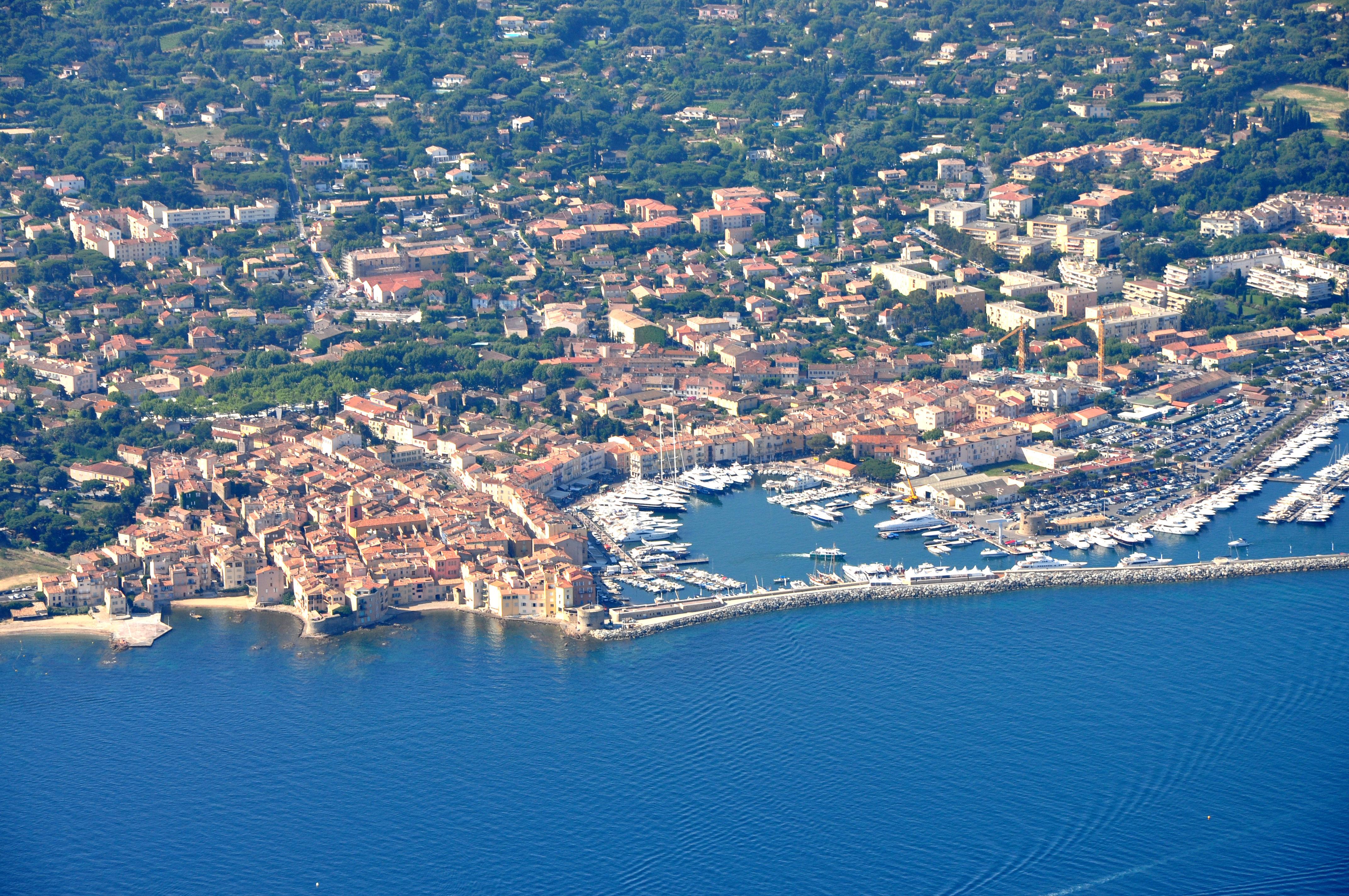 Vos plus belles photos - Page 4 Saint-Tropez_-_Vue_a%C3%A9rienne_(2)