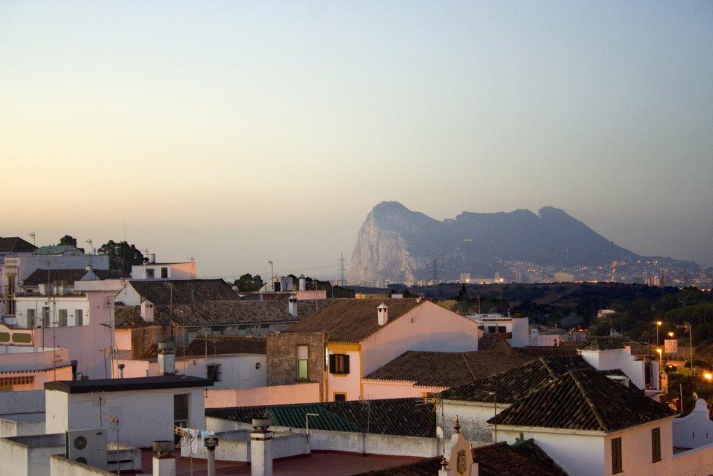 San Roque (al fondo, Gibraltar).jpg