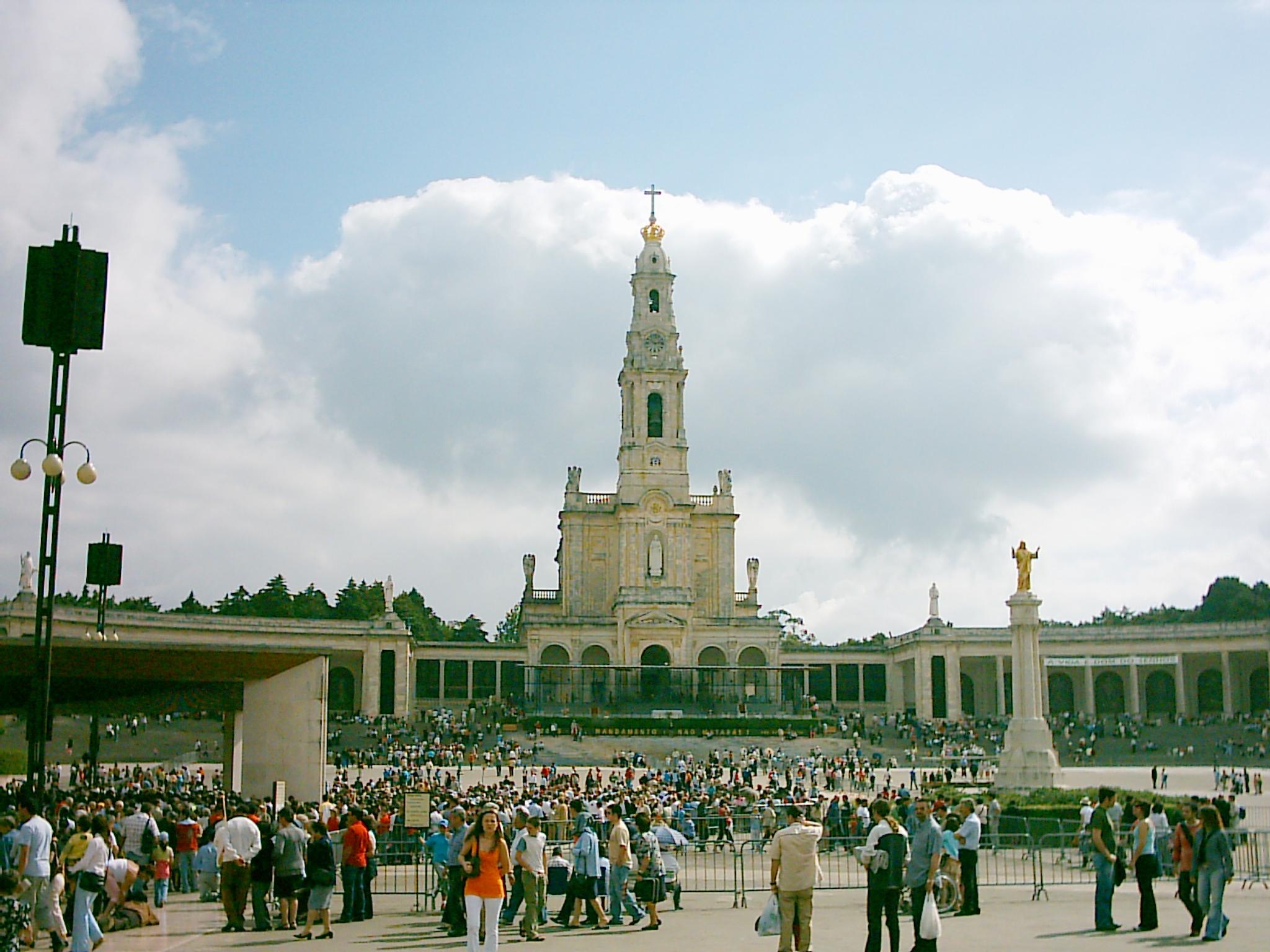 Santuário de Fátima modified.jpg