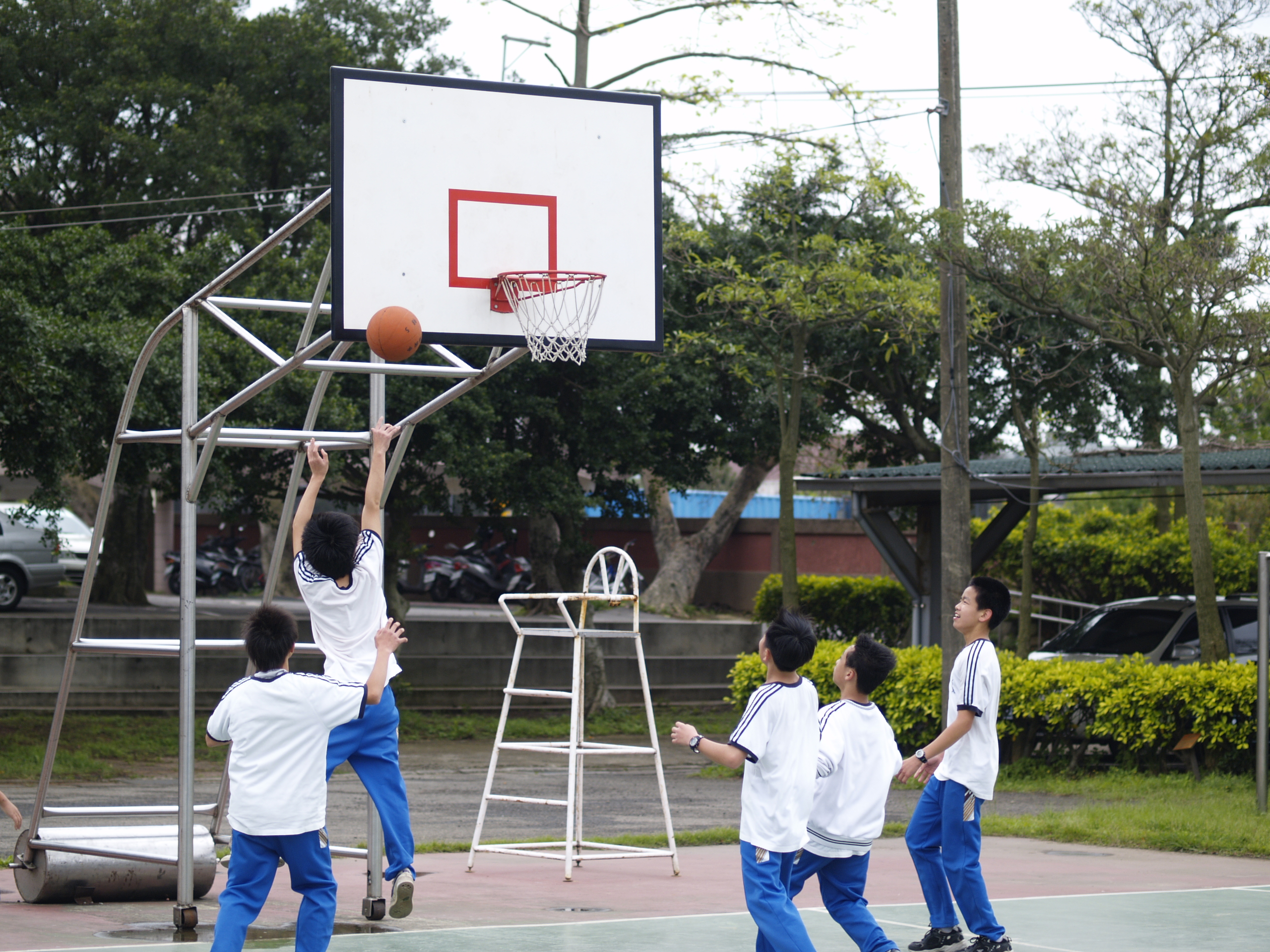 file boys of hhjh playing basketball 2010 4 16 jpg