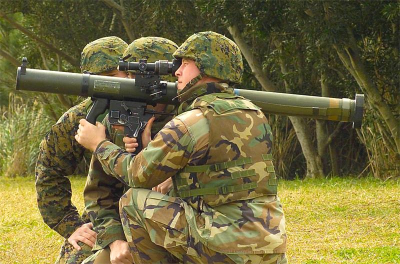 فرق قنص الدبابات العربيه ضد فرق قنص الدبابات الأسرائيليه  Shoulder-launched_Multipurpose_Assault_Weapon