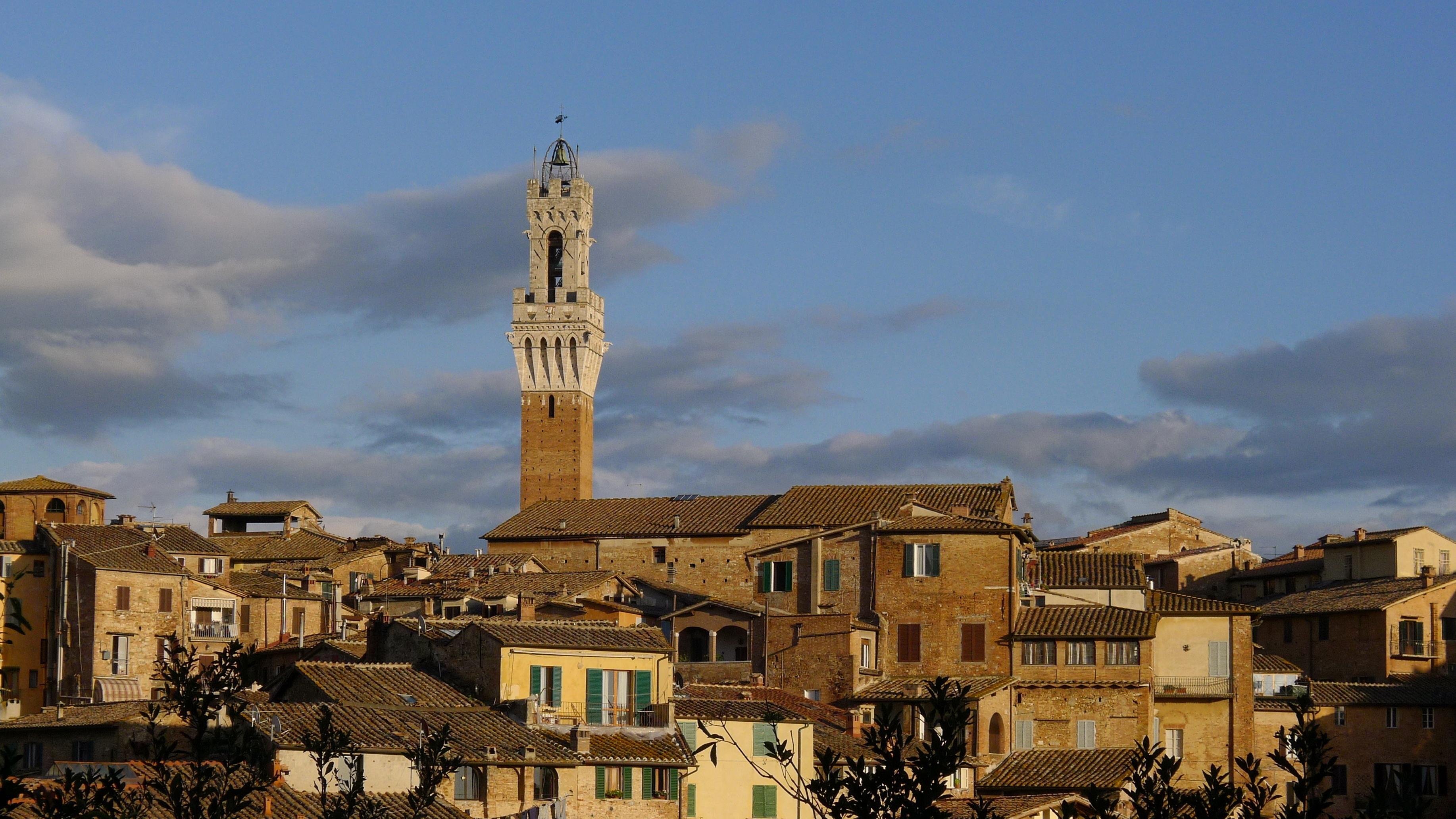 Siena Palazzo-Pubblico-Campanile-JBU02.jpg