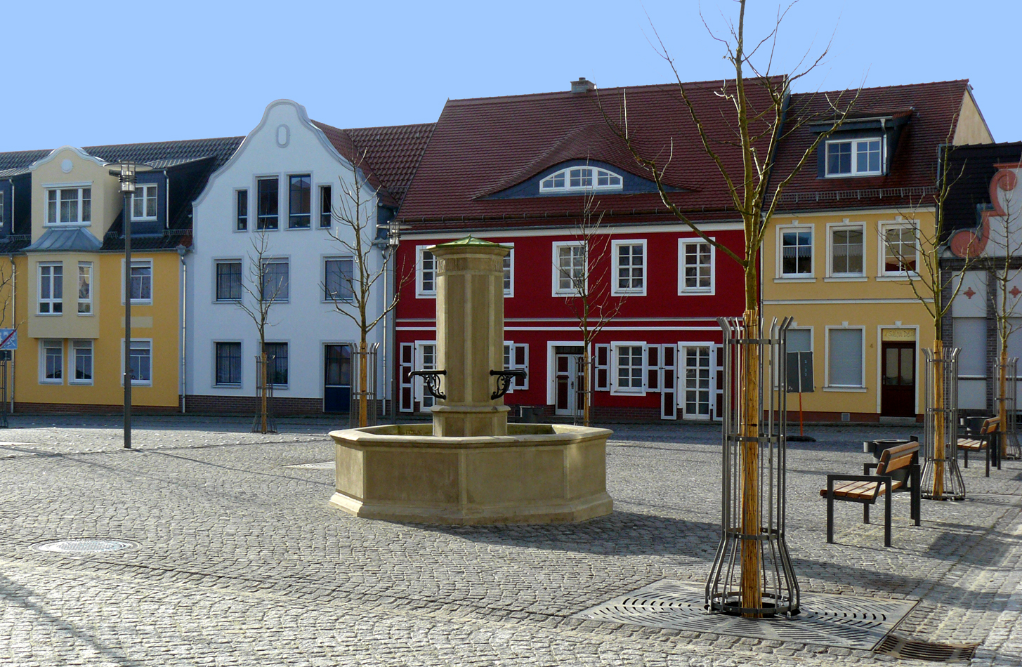 file spremberg kleiner markt mit saebisch brunnen wikimedia commons. Black Bedroom Furniture Sets. Home Design Ideas