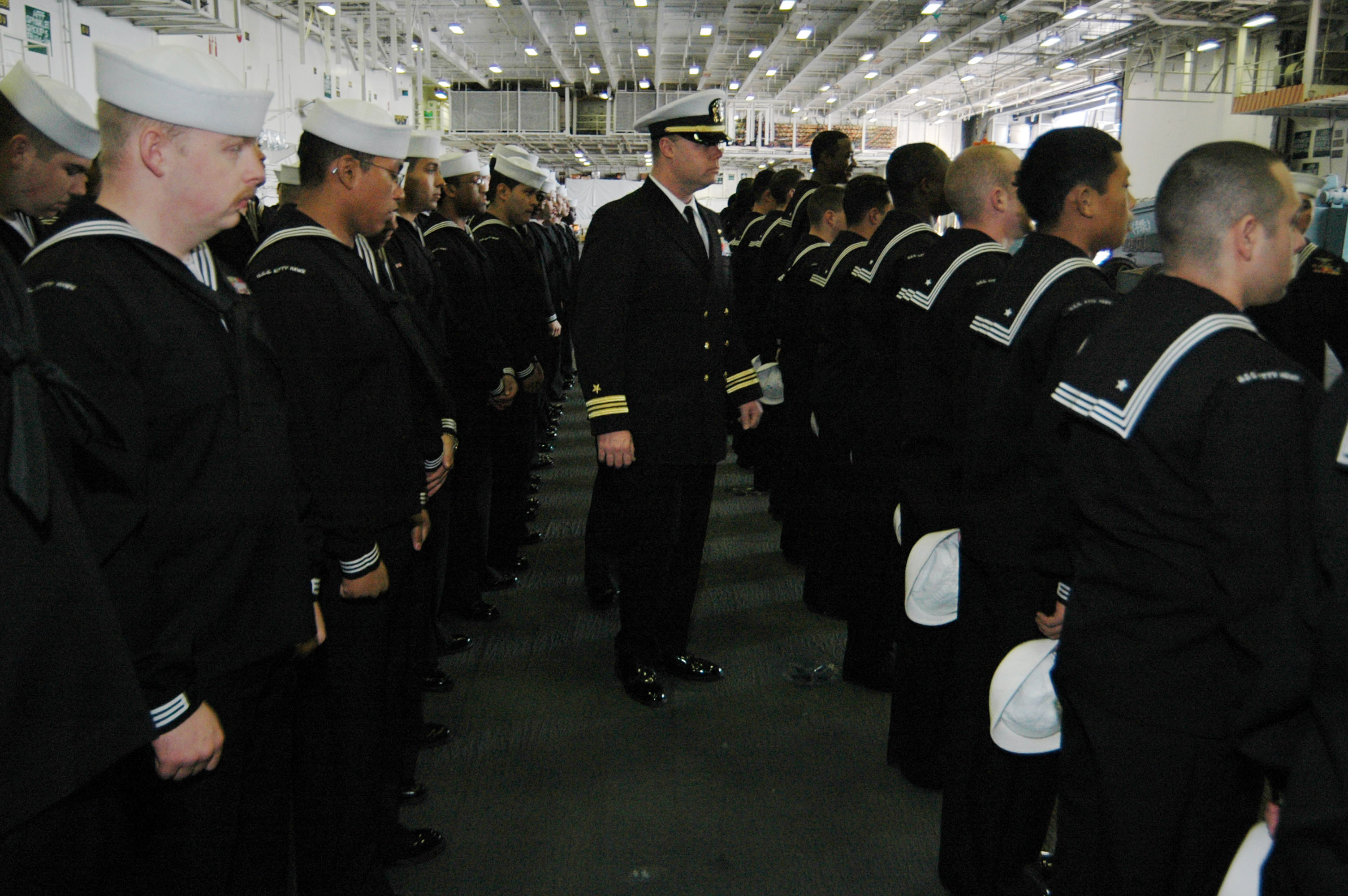 File:US Navy 070213-N-3136P-036 Air Department (V-2 ...