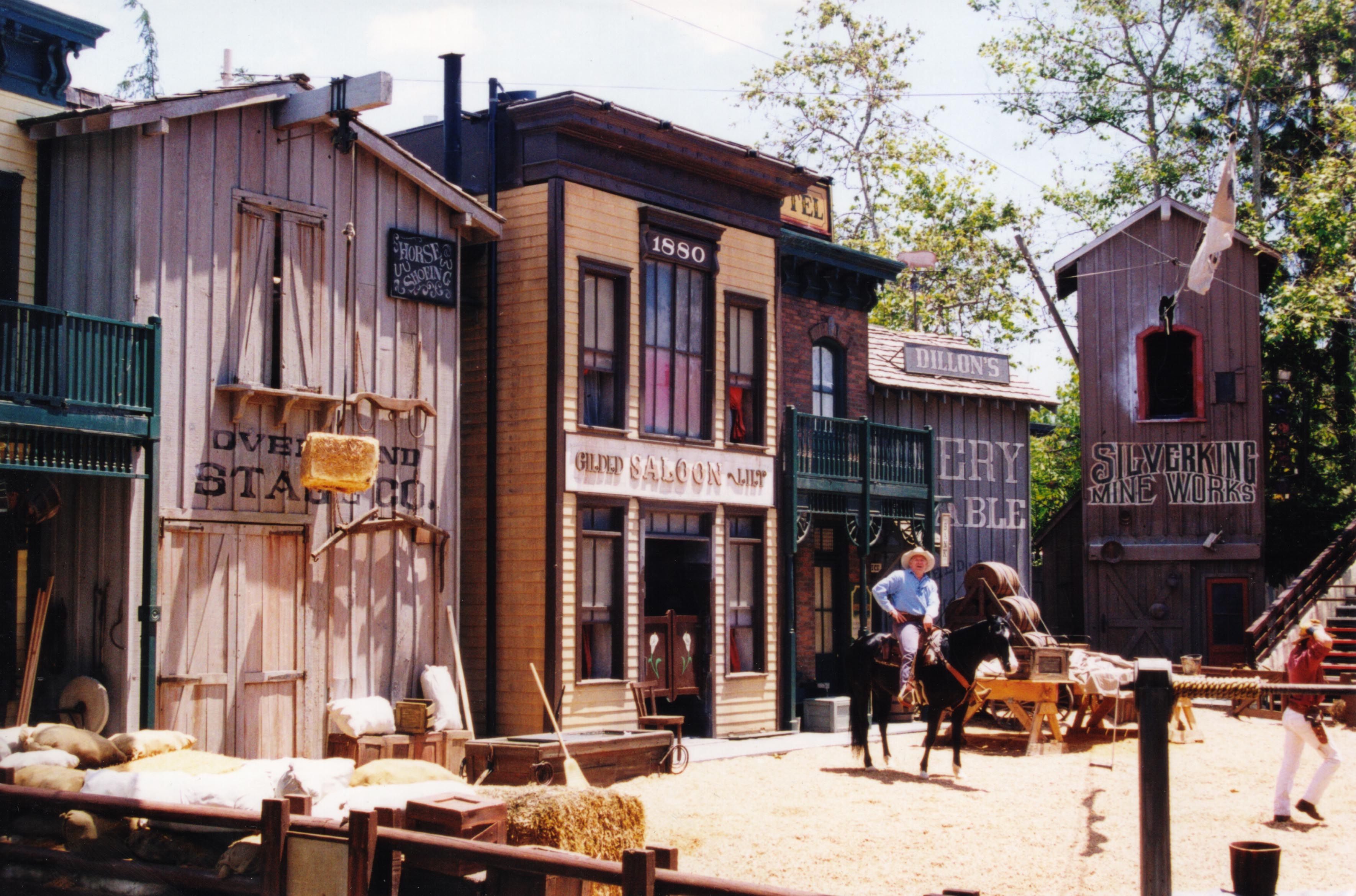 File western set universal wikimedia commons for Classic house genre