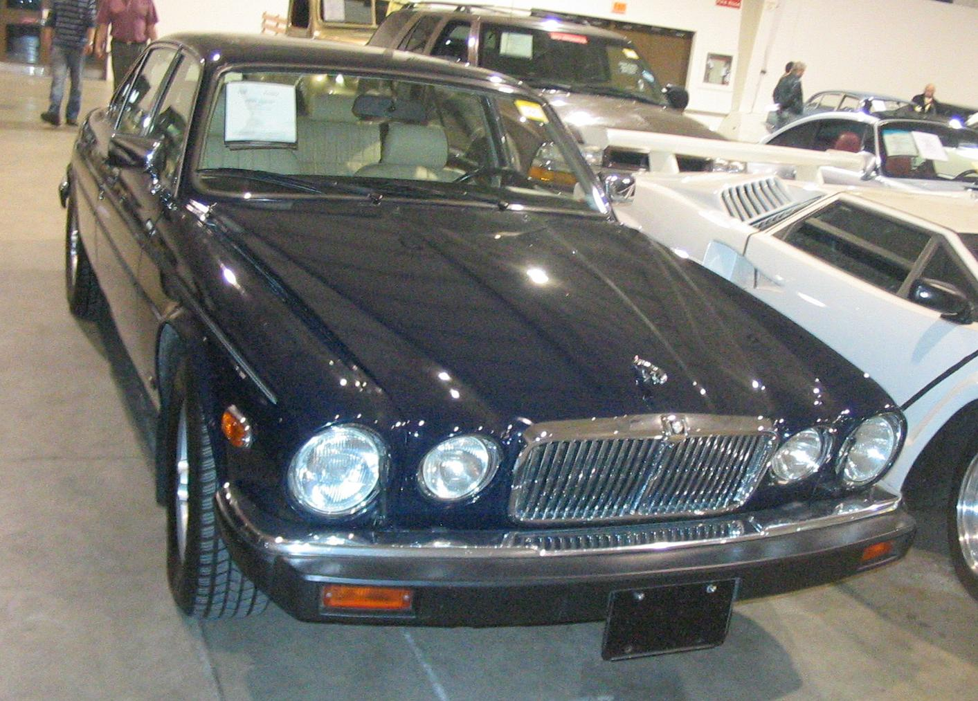File:u002790 Jaguar XJ (Toronto Spring U002712 Classic Car Auction).