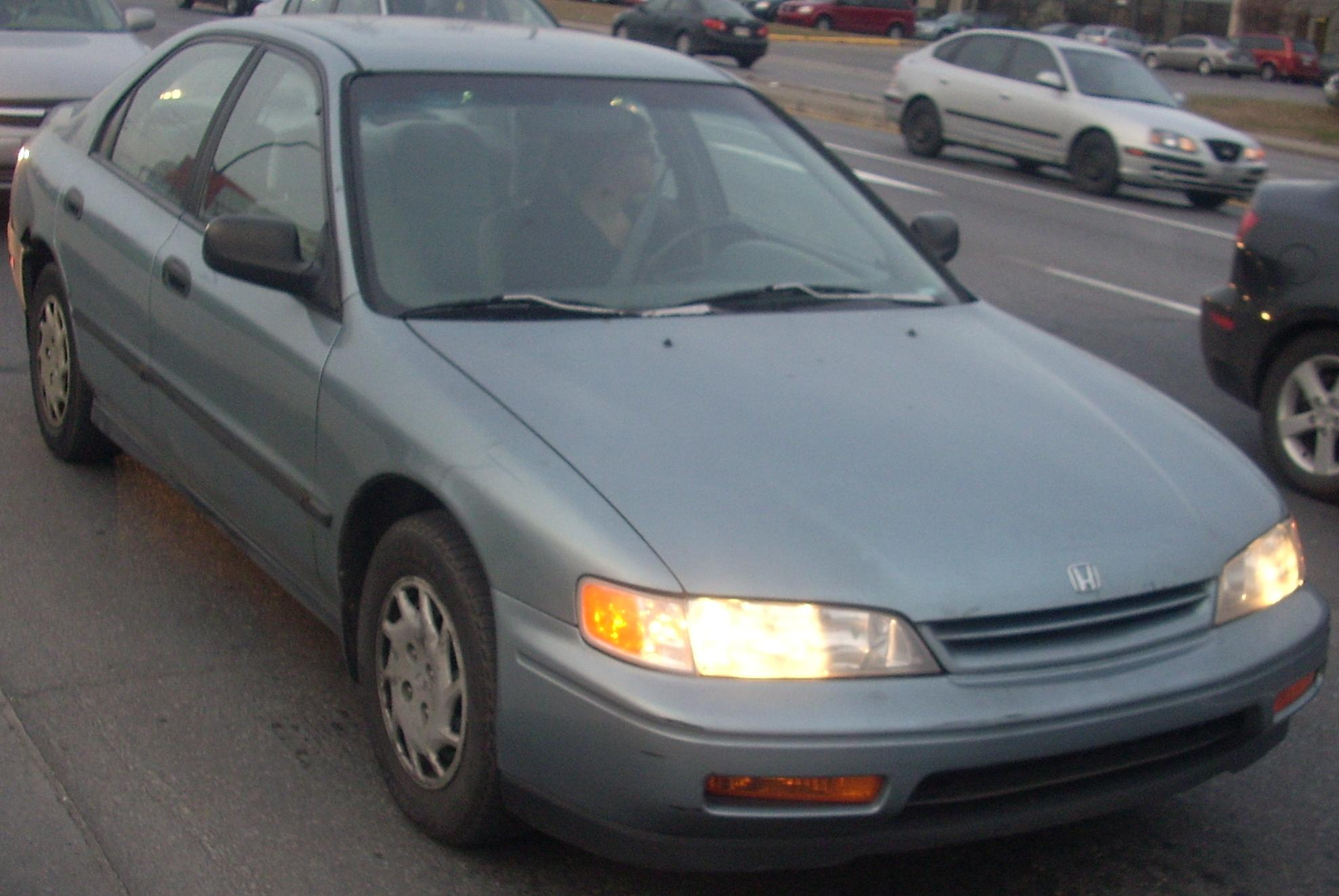 File 94 95 Honda Accord Lx Sedan Jpg Wikimedia Commons