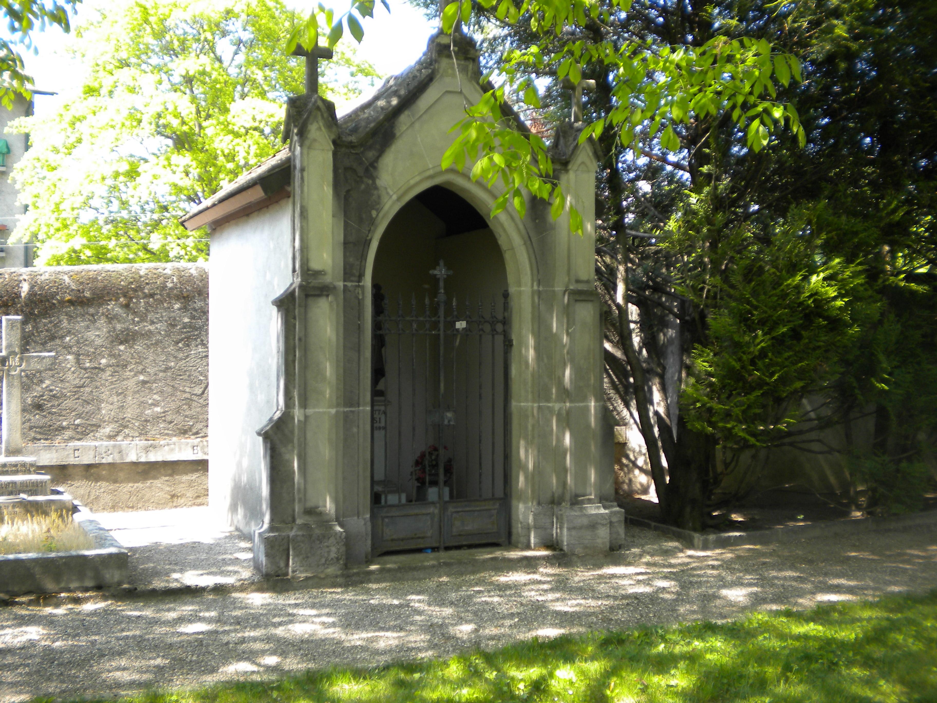 Carlotta's sepulcral vault in a cemetery near Saint-Jean